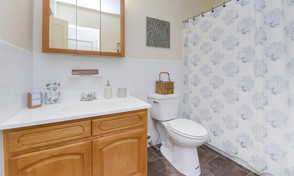 Spacious bathroom at Nieuw Amsterdam Apartment Homes in Marlton, NJ