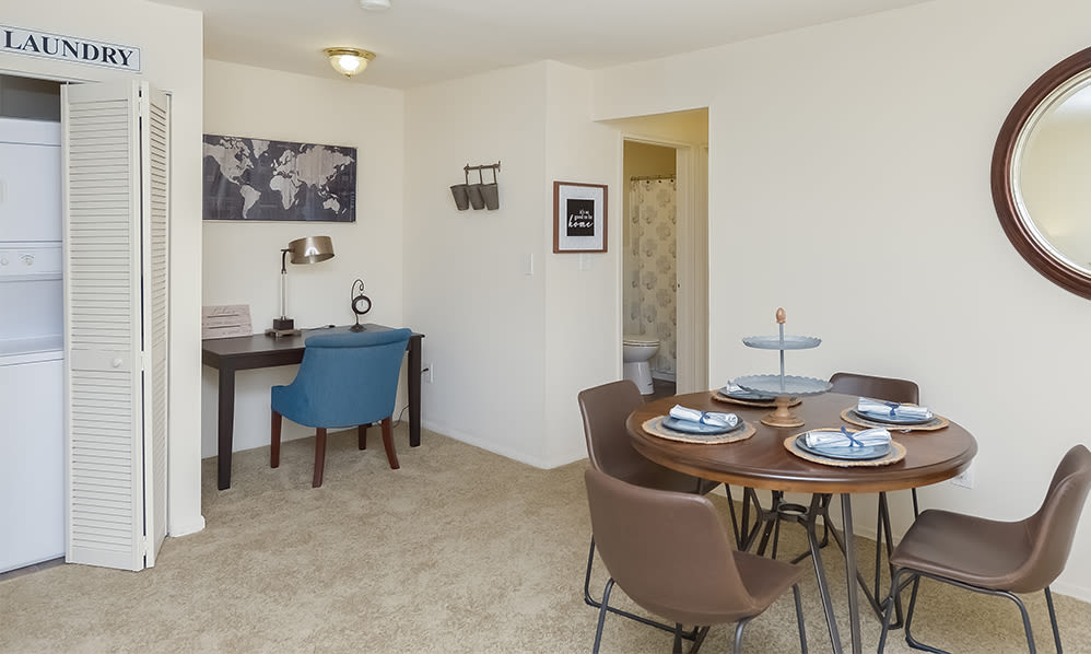 Dining area at Nieuw Amsterdam Apartment Homes in Marlton, NJ