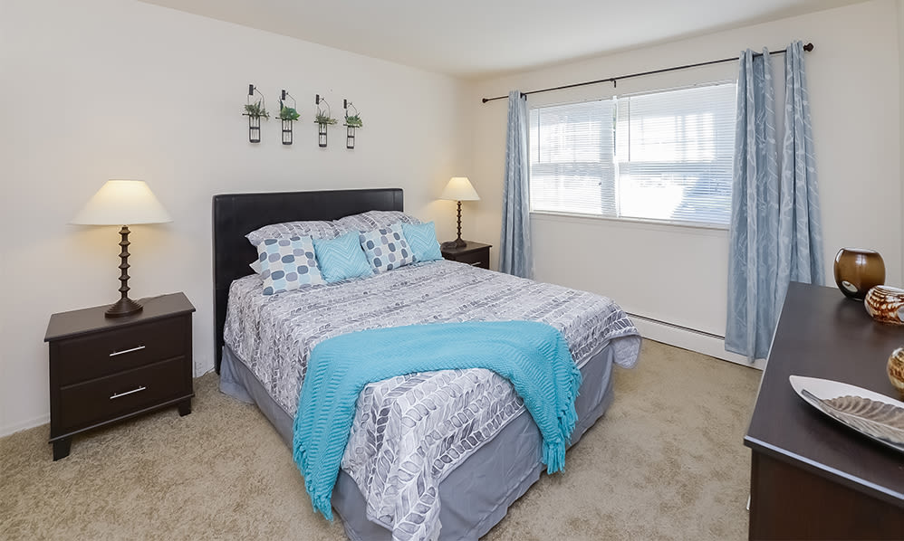 Cozy bedroom at Nieuw Amsterdam Apartment Homes in Marlton, NJ