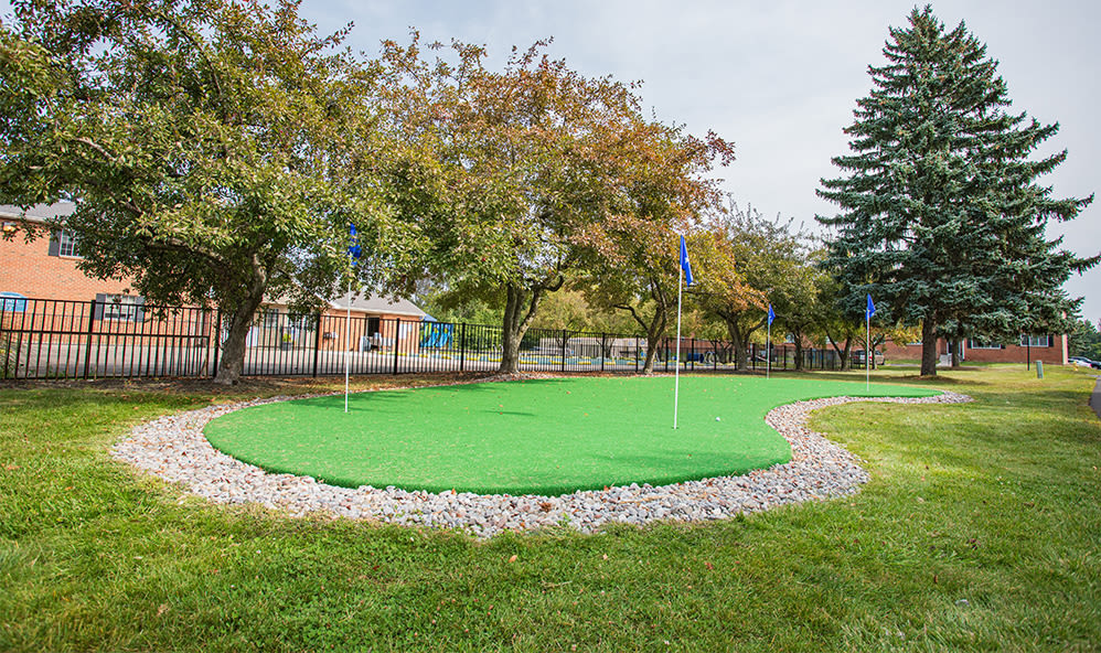 Putting green at Waverlywood Apartments & Townhomes in Webster, New York