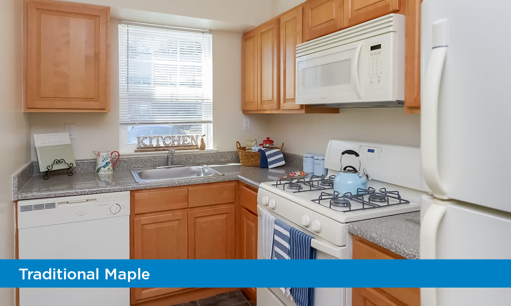 Fully-equipped kitchen at Nieuw Amsterdam Apartment Homes in Marlton, NJ