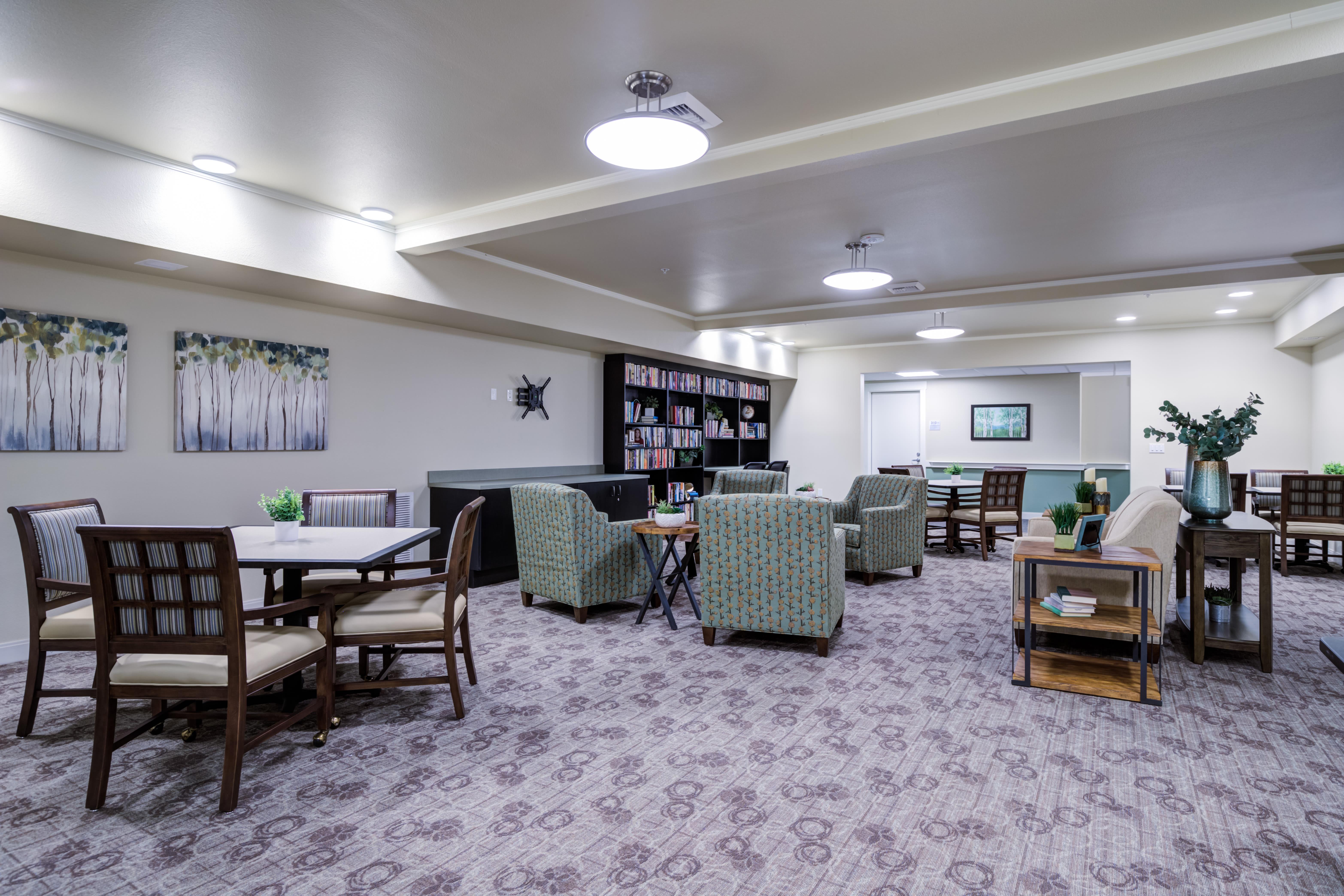 Mirror Lake Village Senior Living Community Lounge in Federal Way, WA