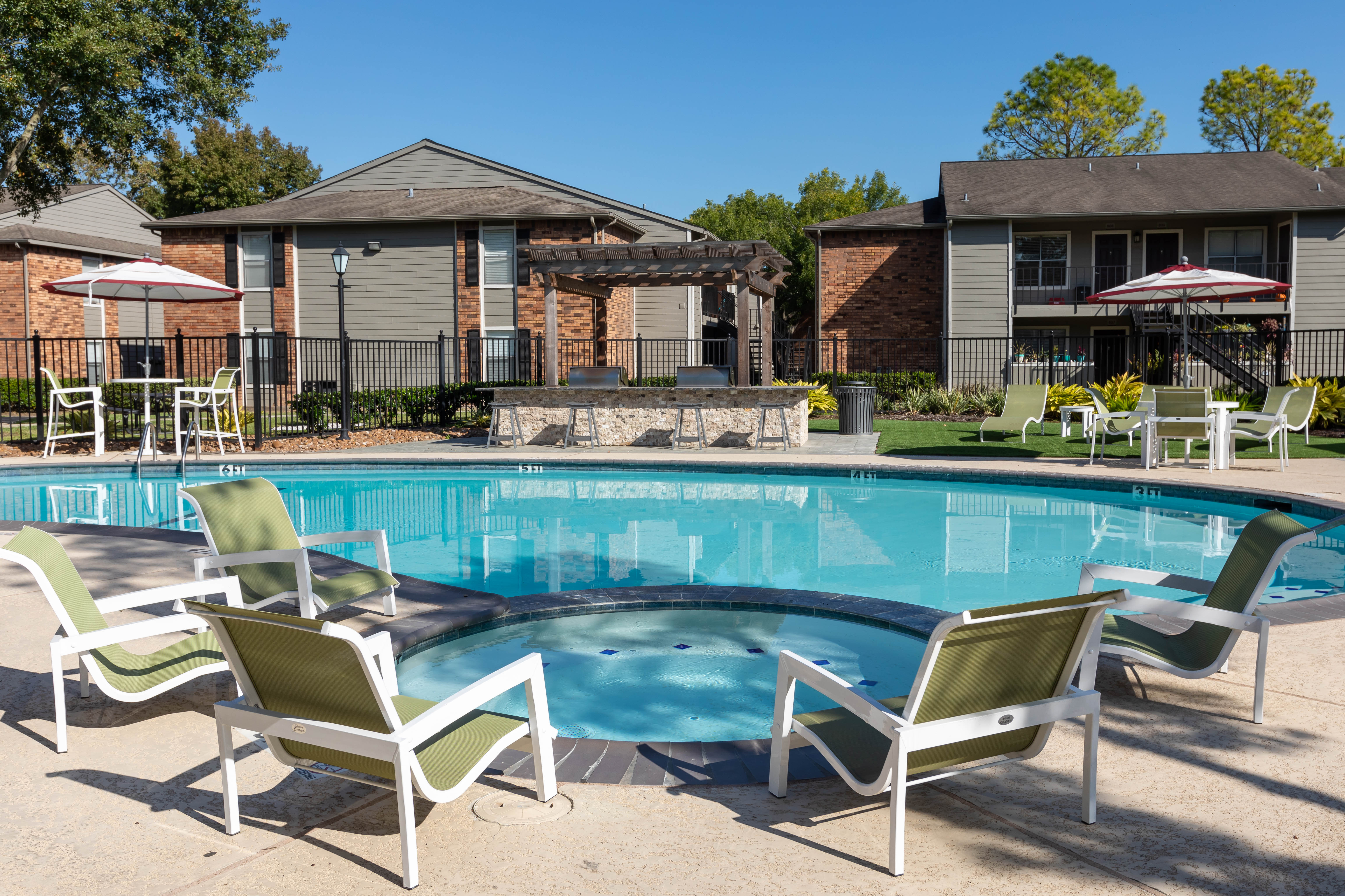 Open-concept layout with hardwood floors at Lodge @ 1550 in Katy, Texas