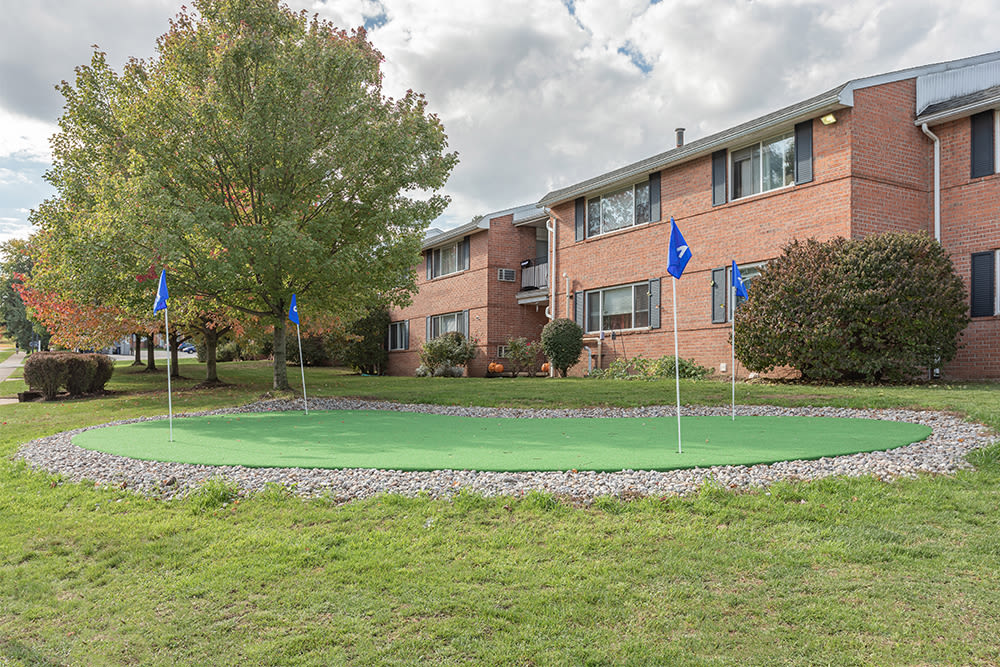 Putting green at Perinton Manor Apartments in Fairport, New York