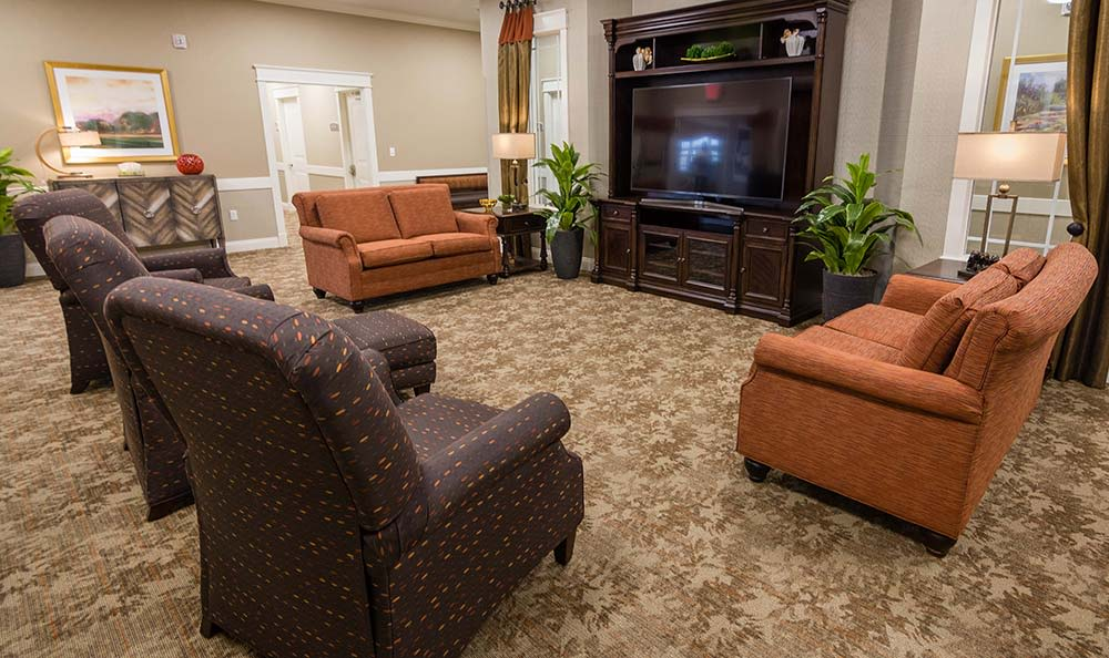 Well decorated and spacious Living room at Field Pointe Assisted Living in Saint Joseph, Missouri