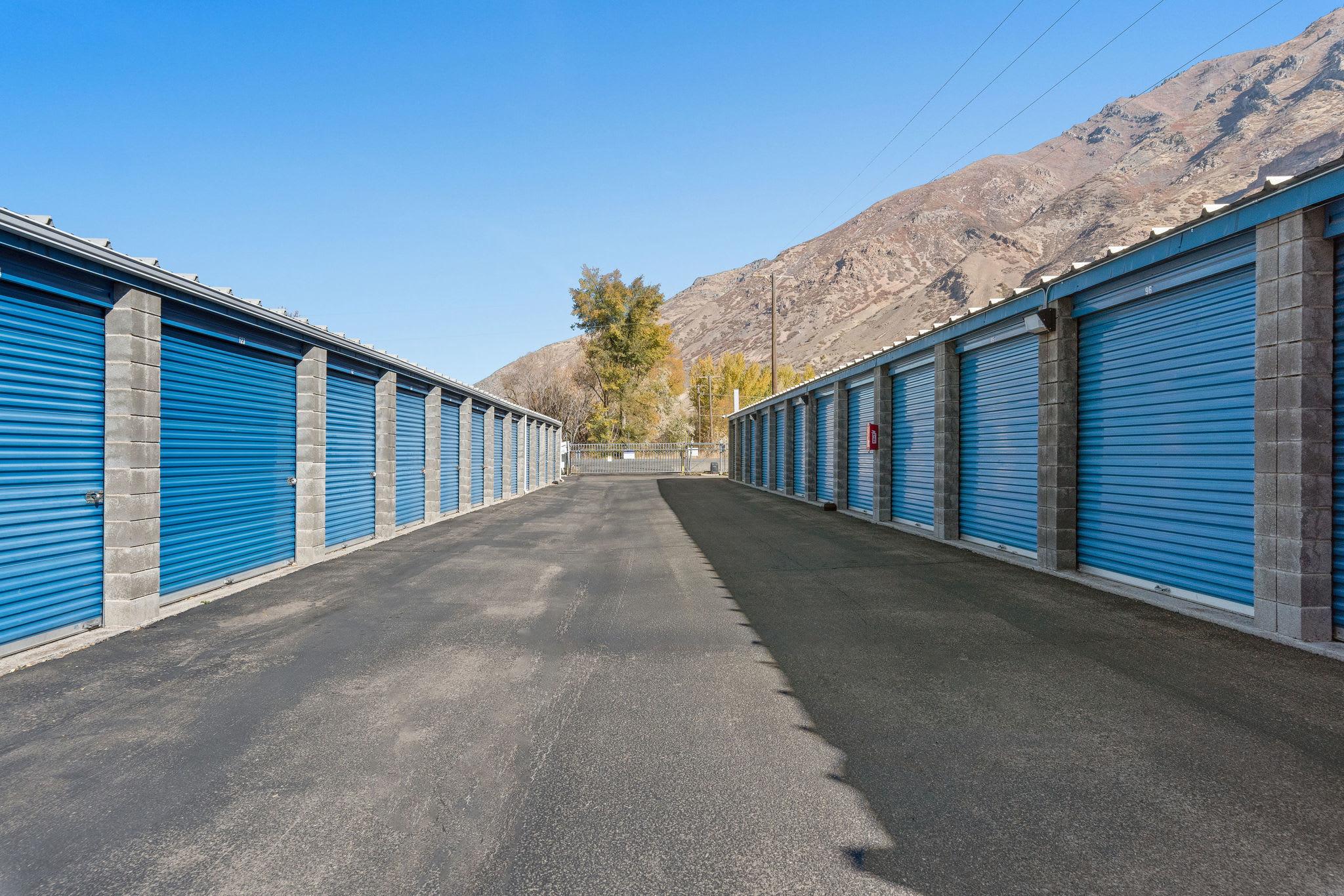 Wide driveways at Stor'em Self Storage in Springville, Utah