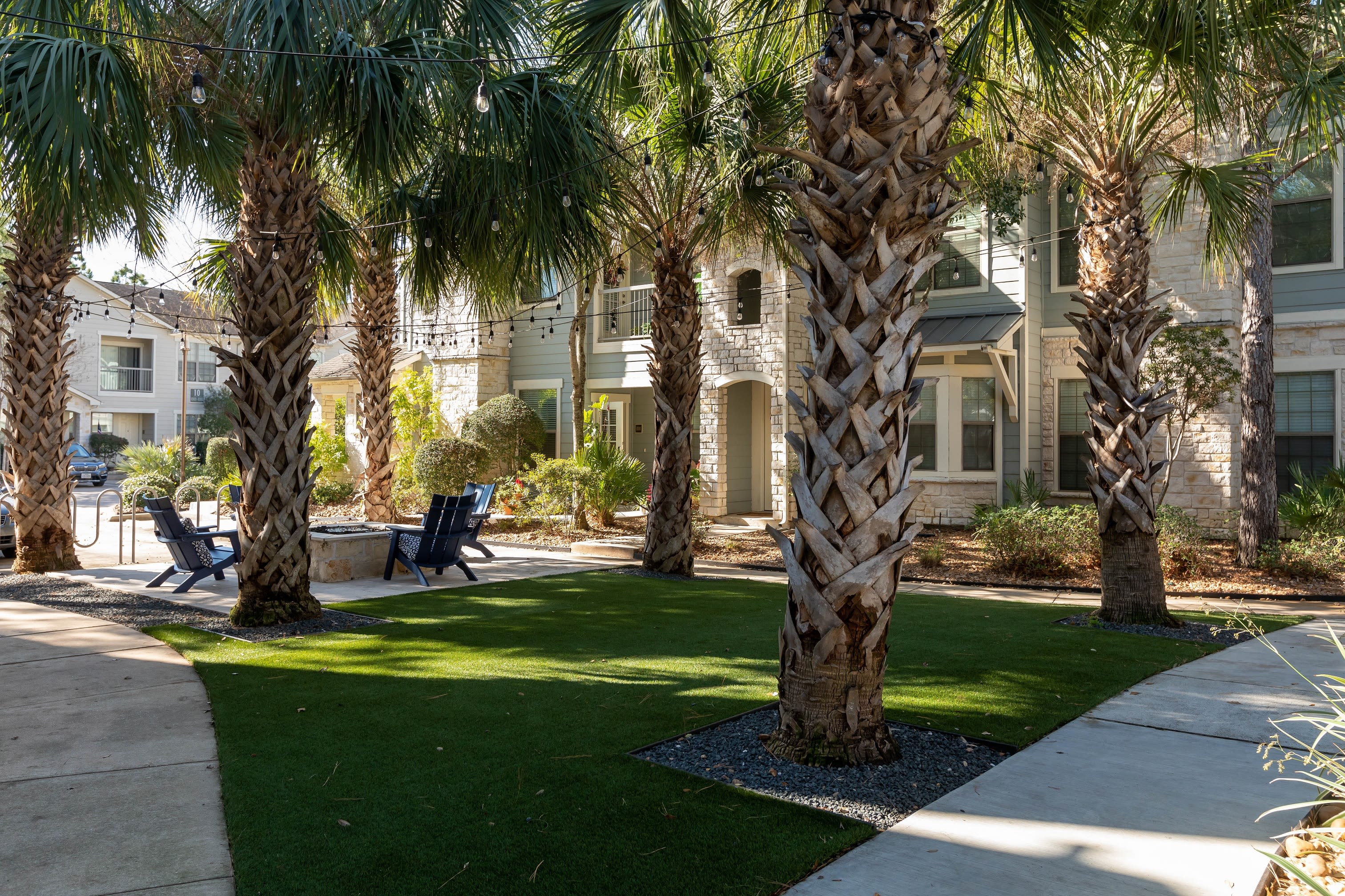 Relaxing outdoor courtyards at Lakefront Villas