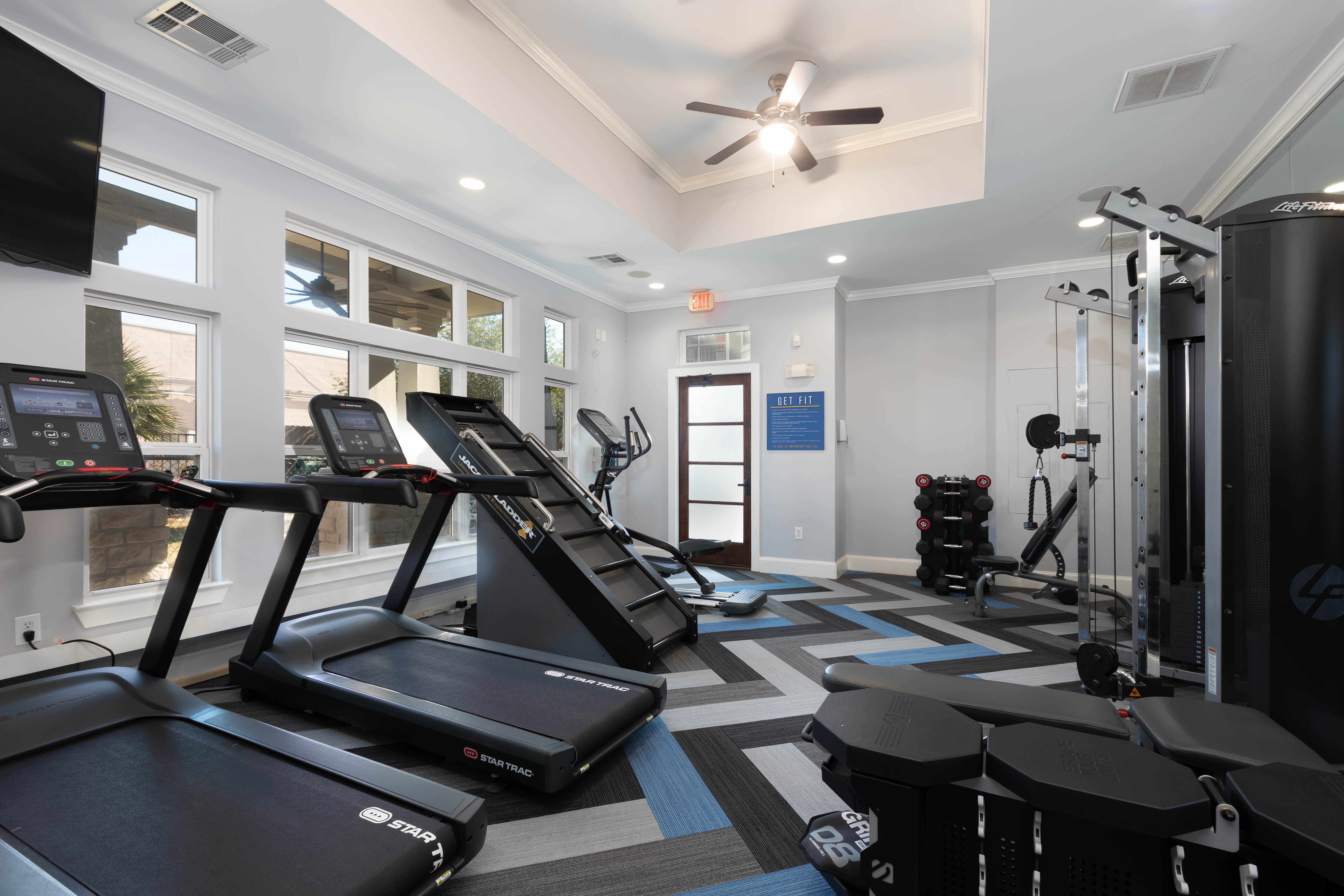 Fitness center at Lakefront Villas open 24/7