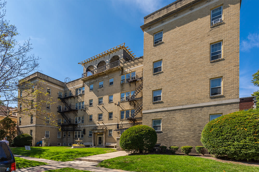 Convenient location of Colby, Carlton, and Colby Park Apartments in Rochester New York