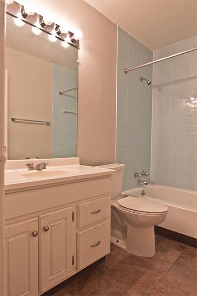 Large bathroom at Nineteen North Apartments in Pittsburgh, Pennsylvania