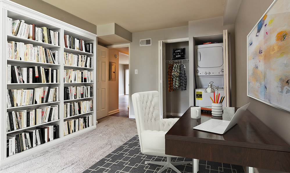 Home office space at Nineteen North Apartments in Pittsburgh, Pennsylvania