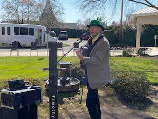 outdoor concert at Solvang Retirement