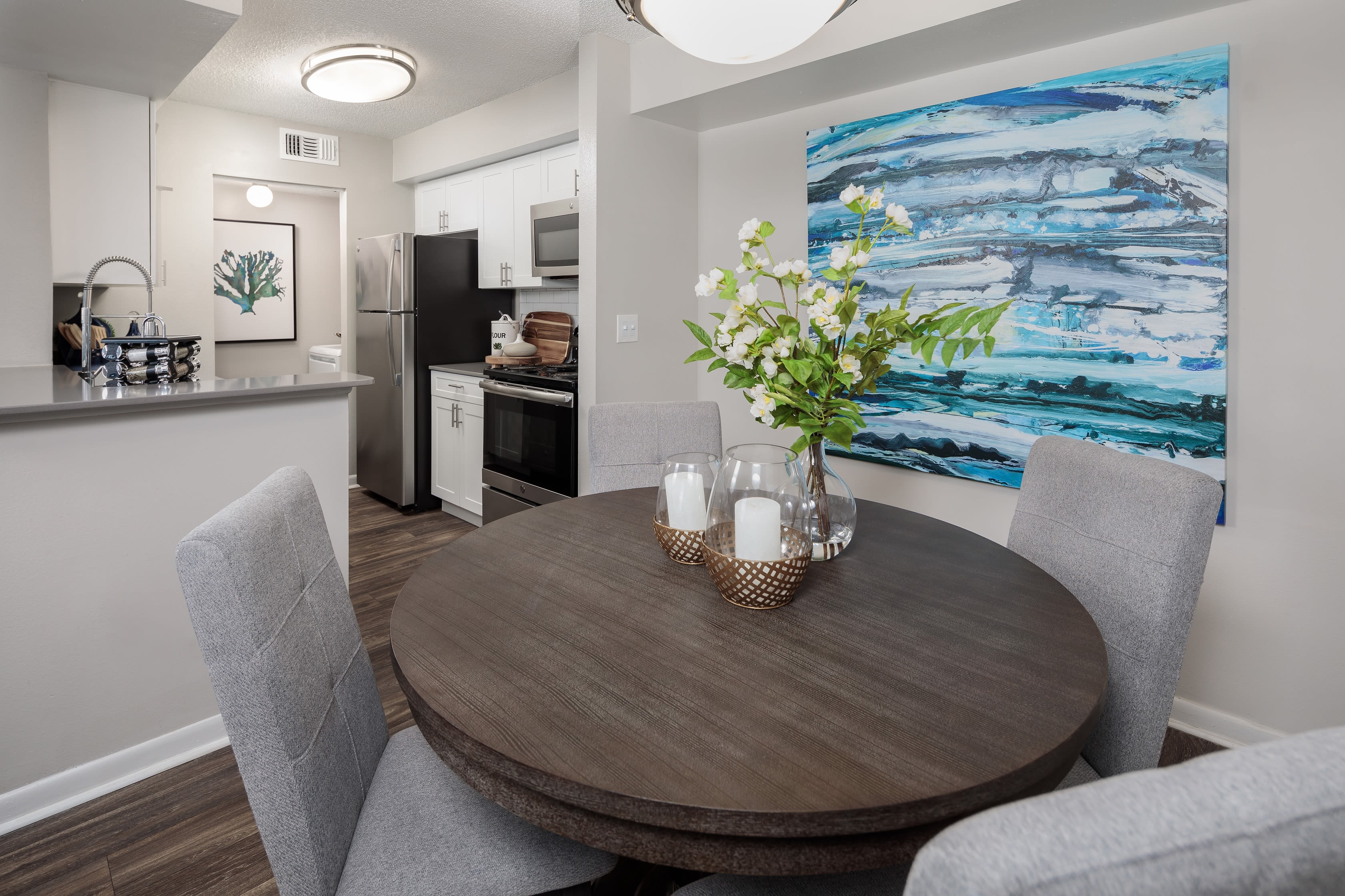 A dining area at Onyx Winter Park in Casselberry, FL