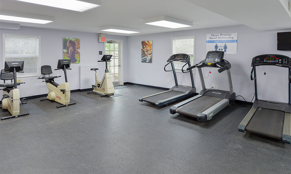 Fitness center at Imperial Gardens Apartment Homes in Middletown, NY
