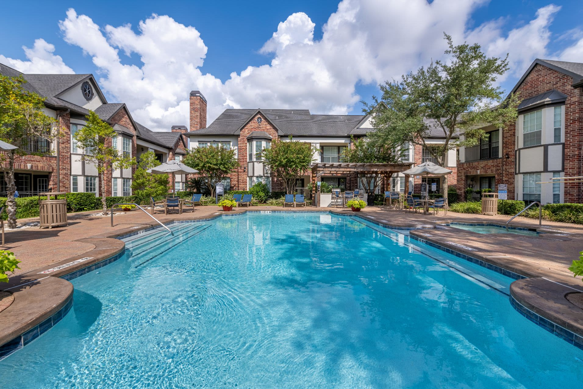 Exterior of with resort style pool Marquis on Memorial in Houston, Texas