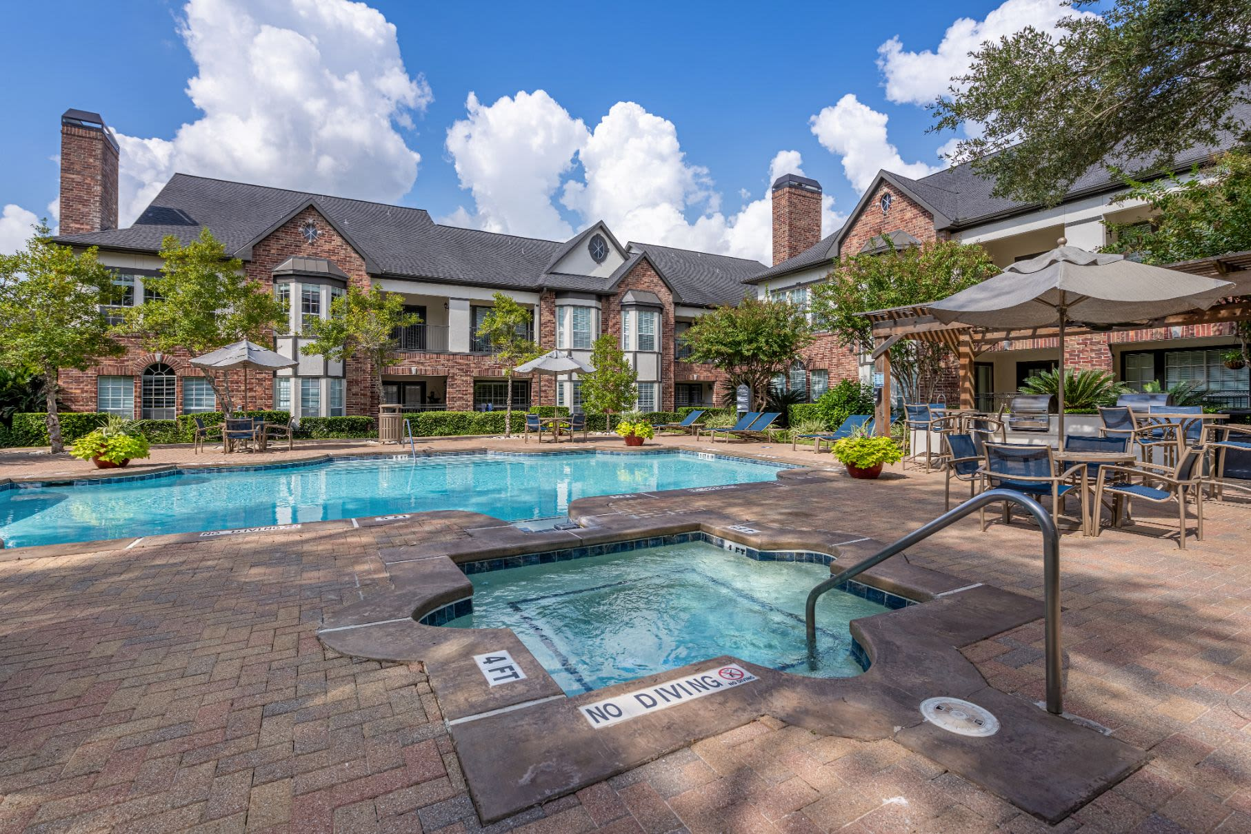 Swimming pool and spa at Marquis on Memorial in Houston, Texas