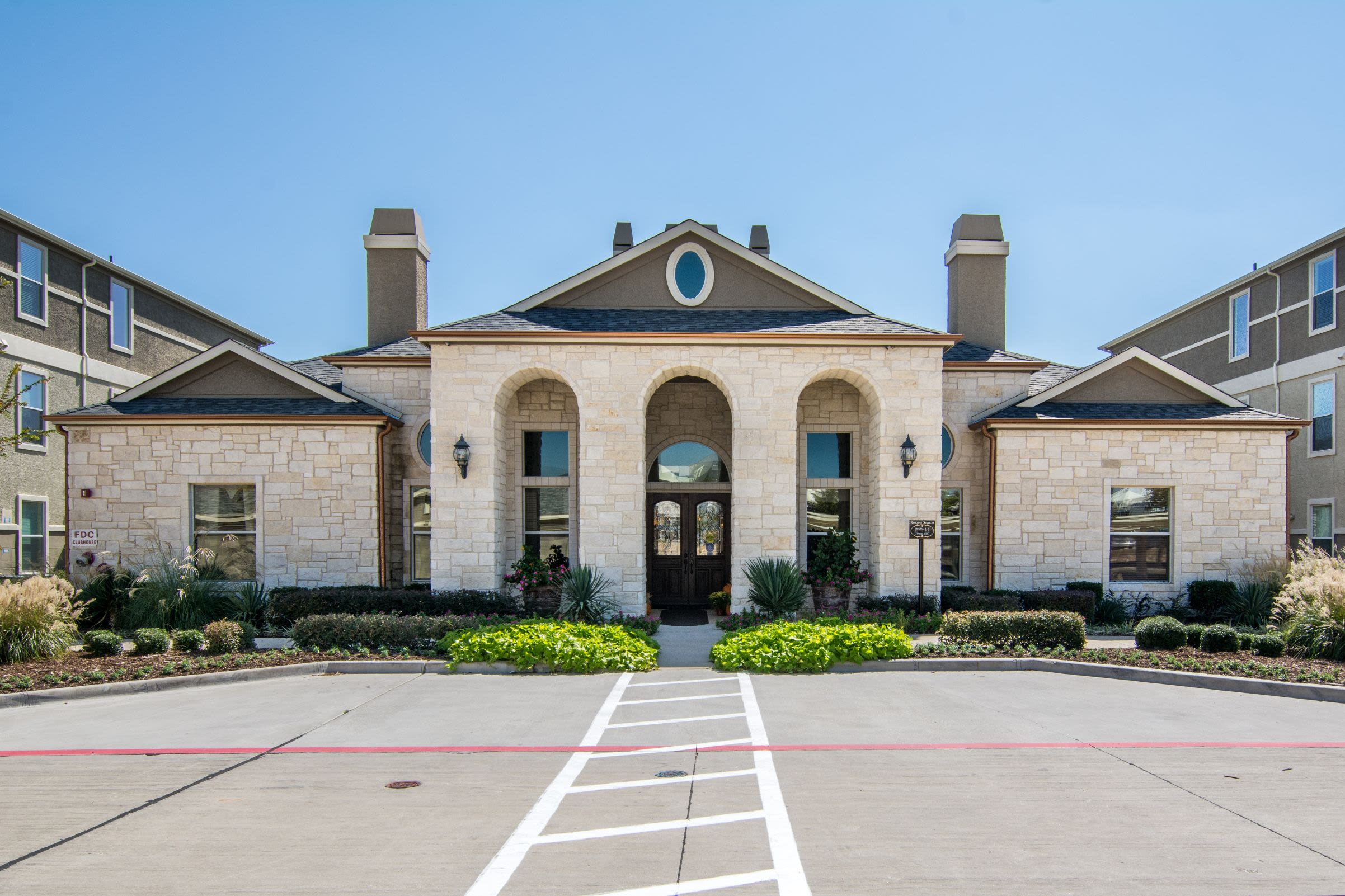 Exterior of Marquis Rockwall in Rockwall, Texas