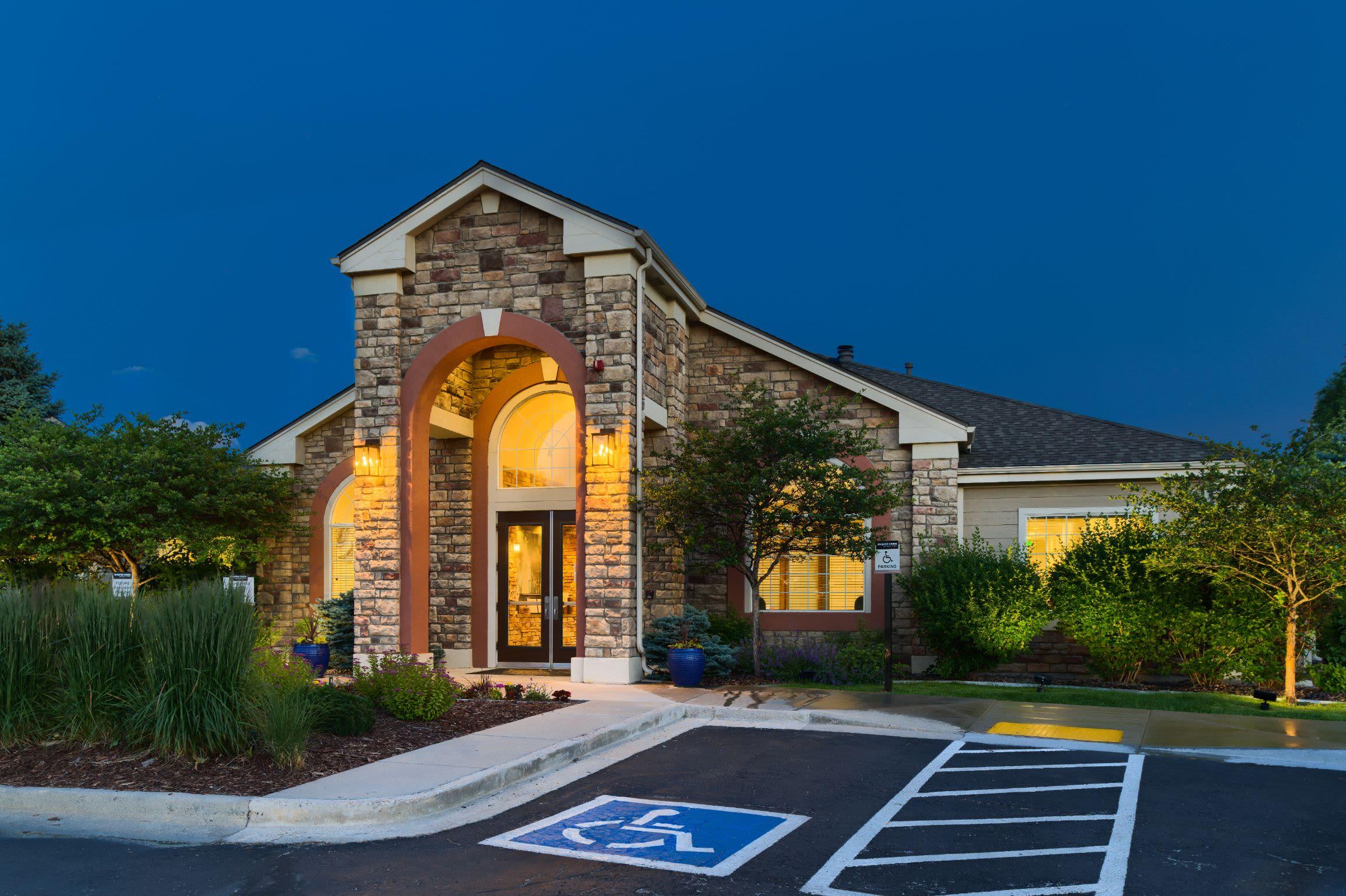 Resident referral bonus at Whisper Creek Apartment Homes in Lakewood, Colorado