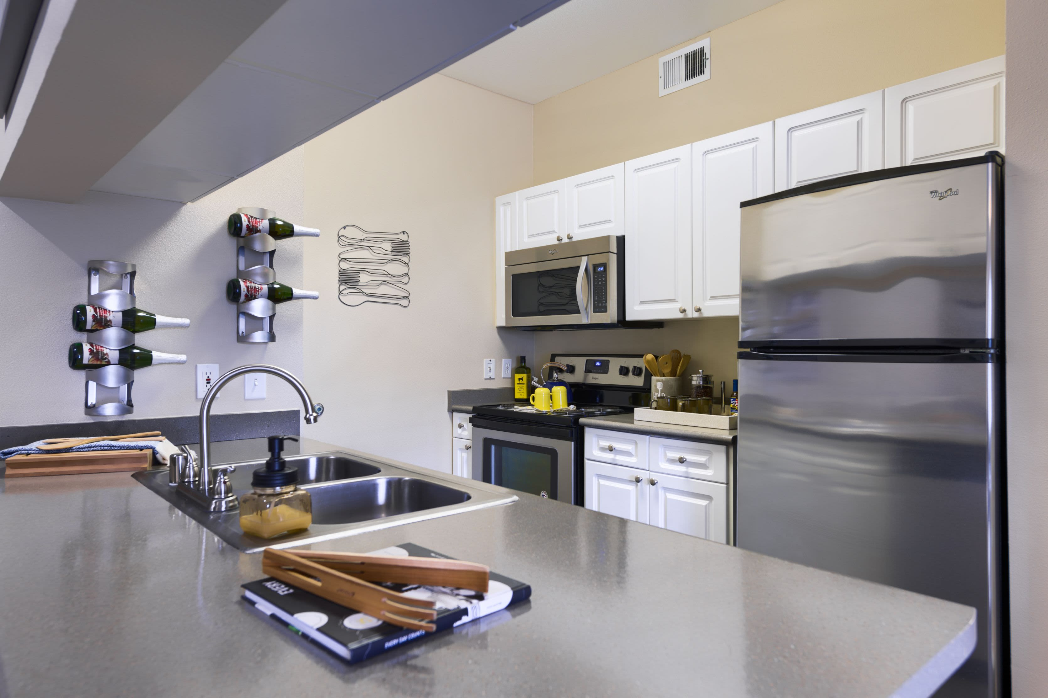 30-Day No-Fault Guarantee at Whisper Creek Apartment Homes in Lakewood, Colorado