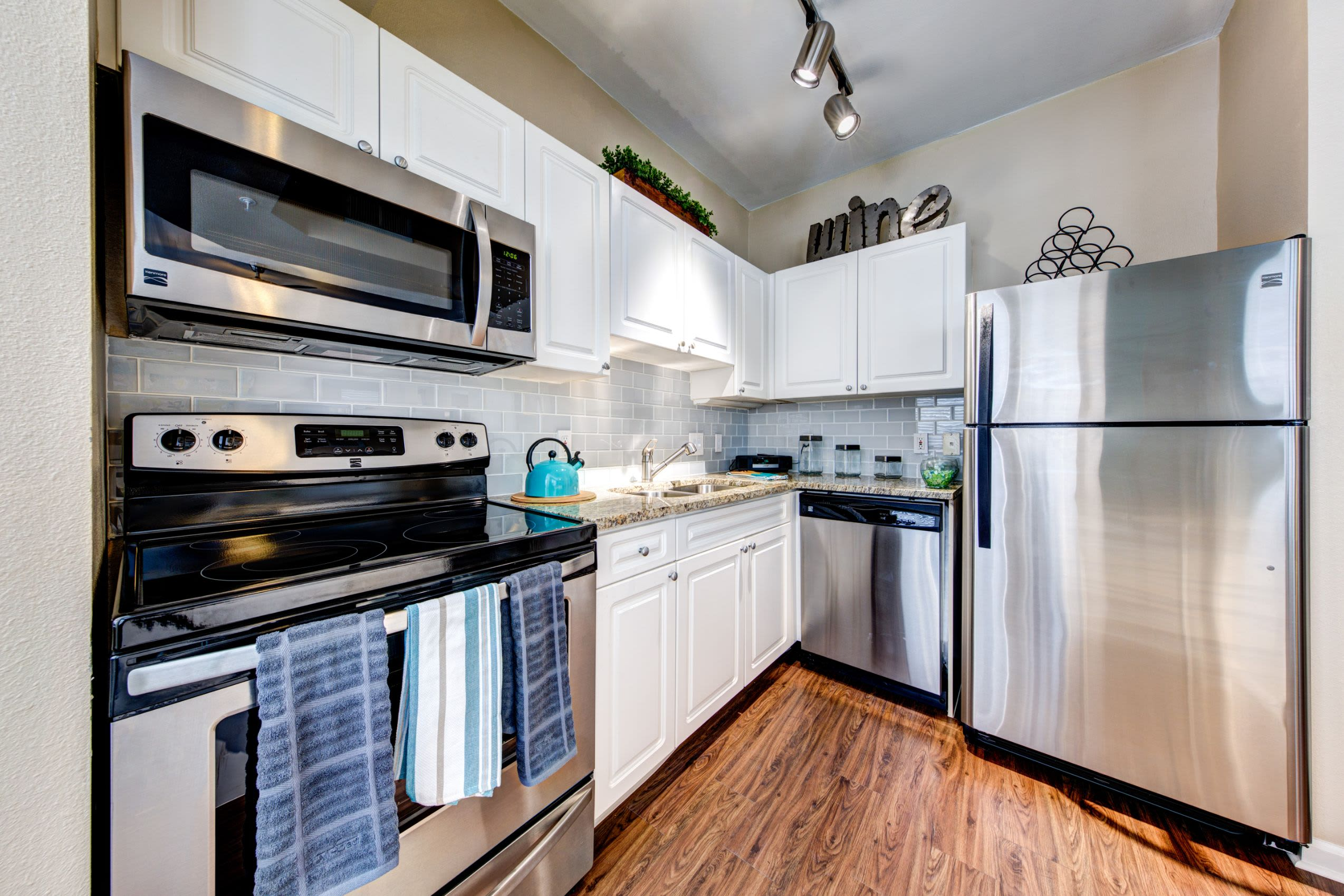 Modern appliances at Marquis at Town Centre in Broomfield, Colorado