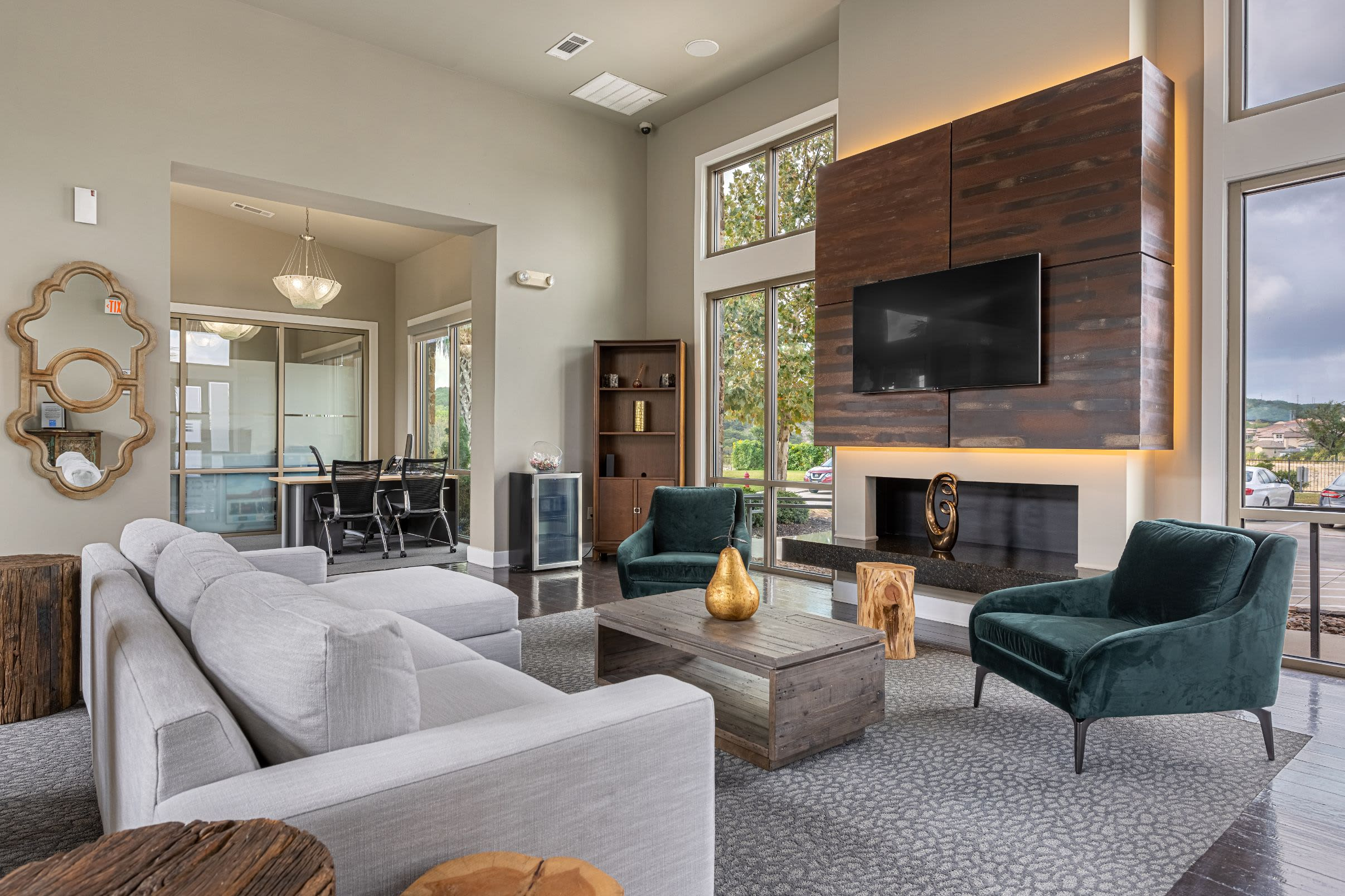 Clubhouse with couch and TV at Marquis Cresta Bella in San Antonio, Texas