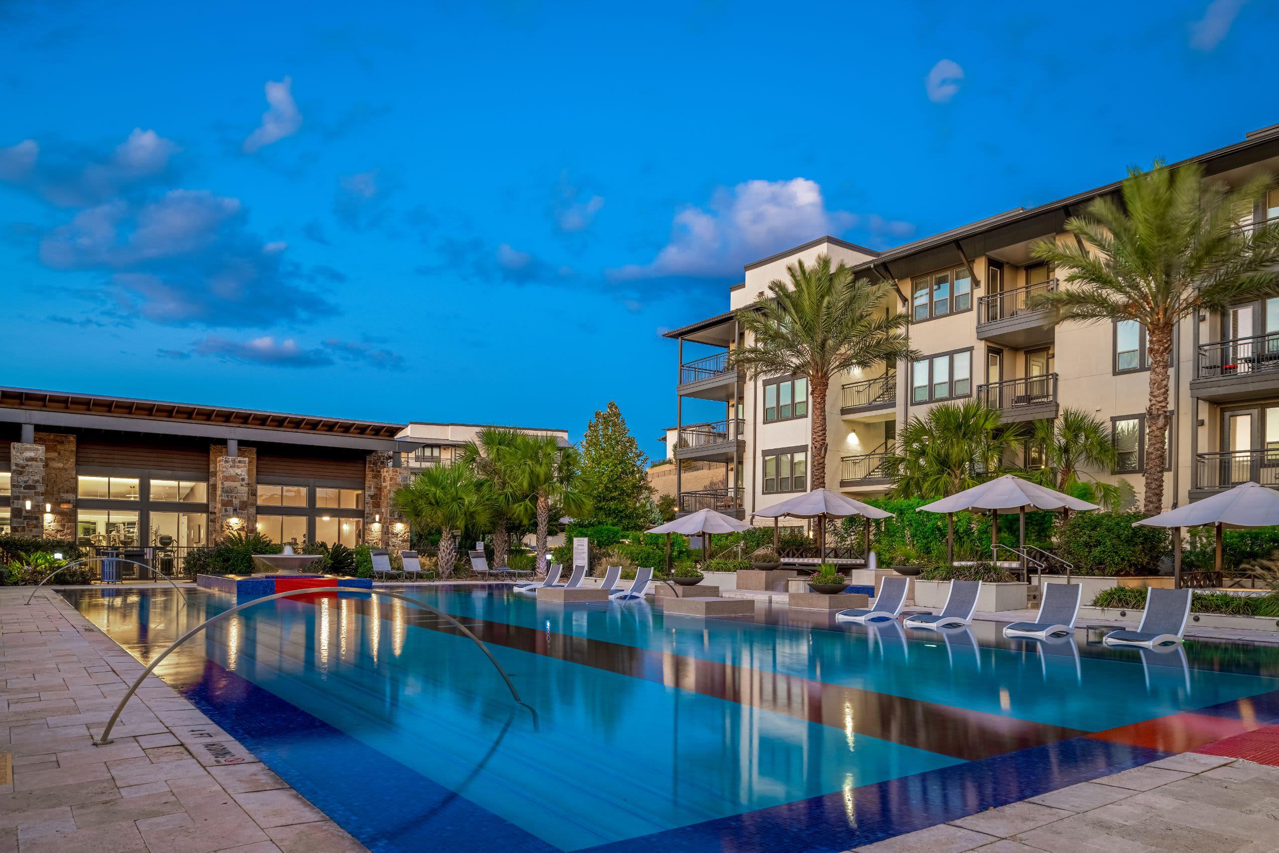 Resort-style swimming pool at Marquis Cresta Bella in San Antonio, Texas