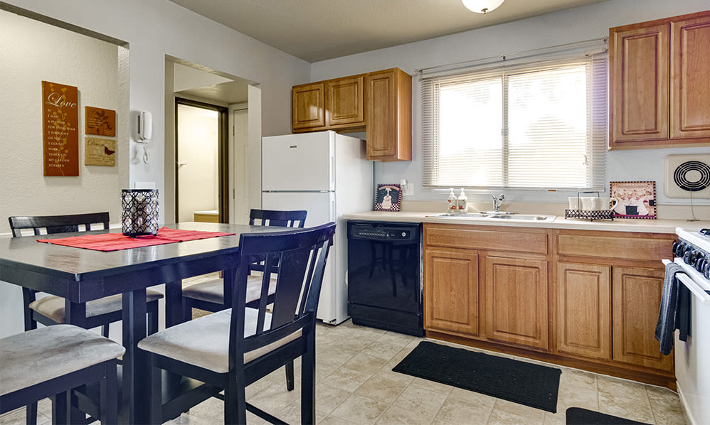 Eat-in kitchen at Autumn Woods Apartments & Townhomes in Jackson, Michigan