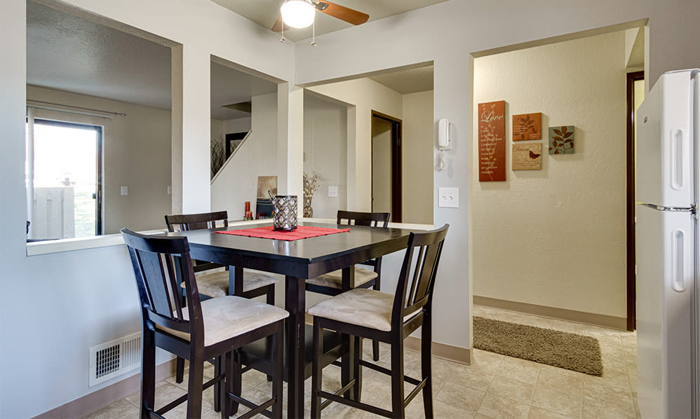 Dining area at Autumn Woods Apartments & Townhomes in Jackson, Michigan