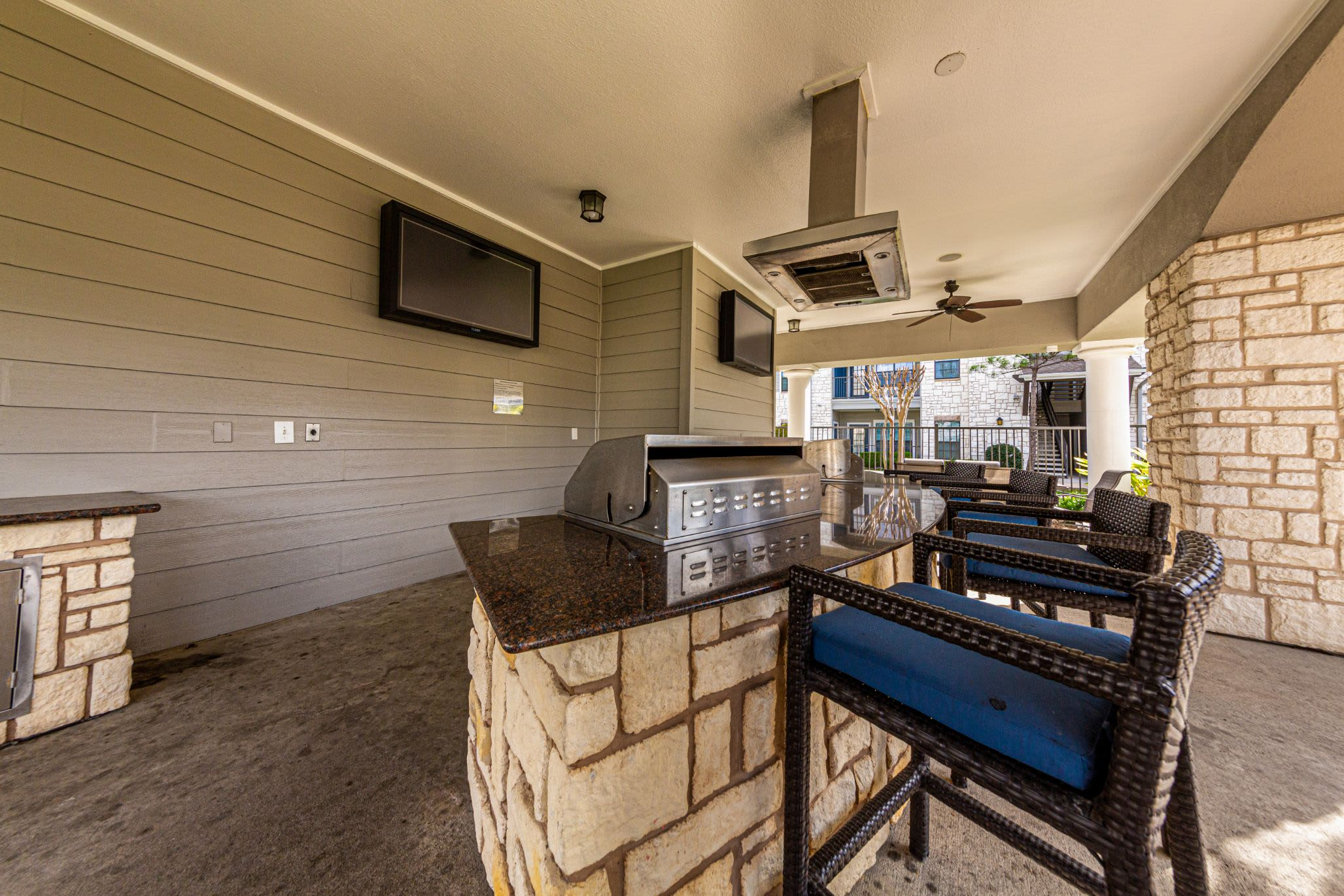 Outdoor grills and breakfast bar at Marquis Grand Lakes in Richmond, Texas