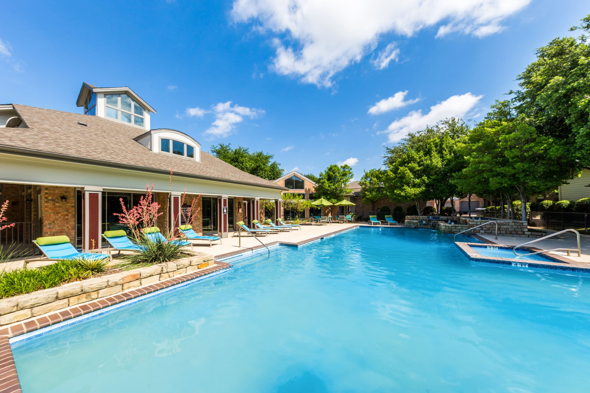 Sparkling pool and clubhouse at Plano, Texas from Brooks on Preston