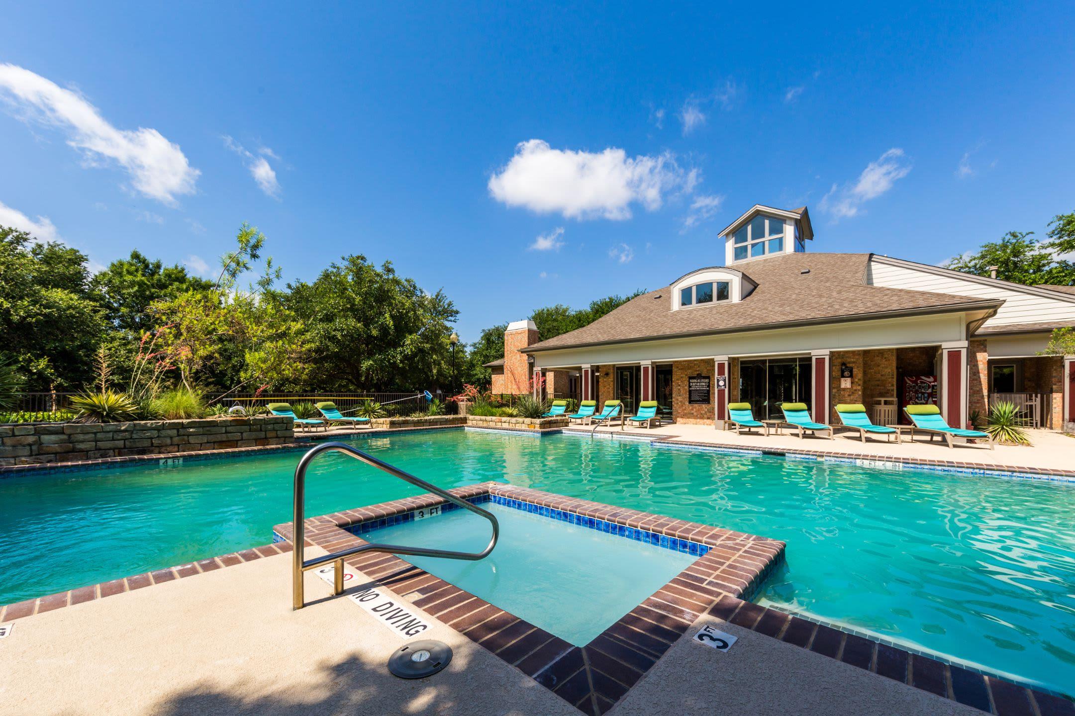 Resort-style swimming pool at Brooks on Preston in Plano, Texas