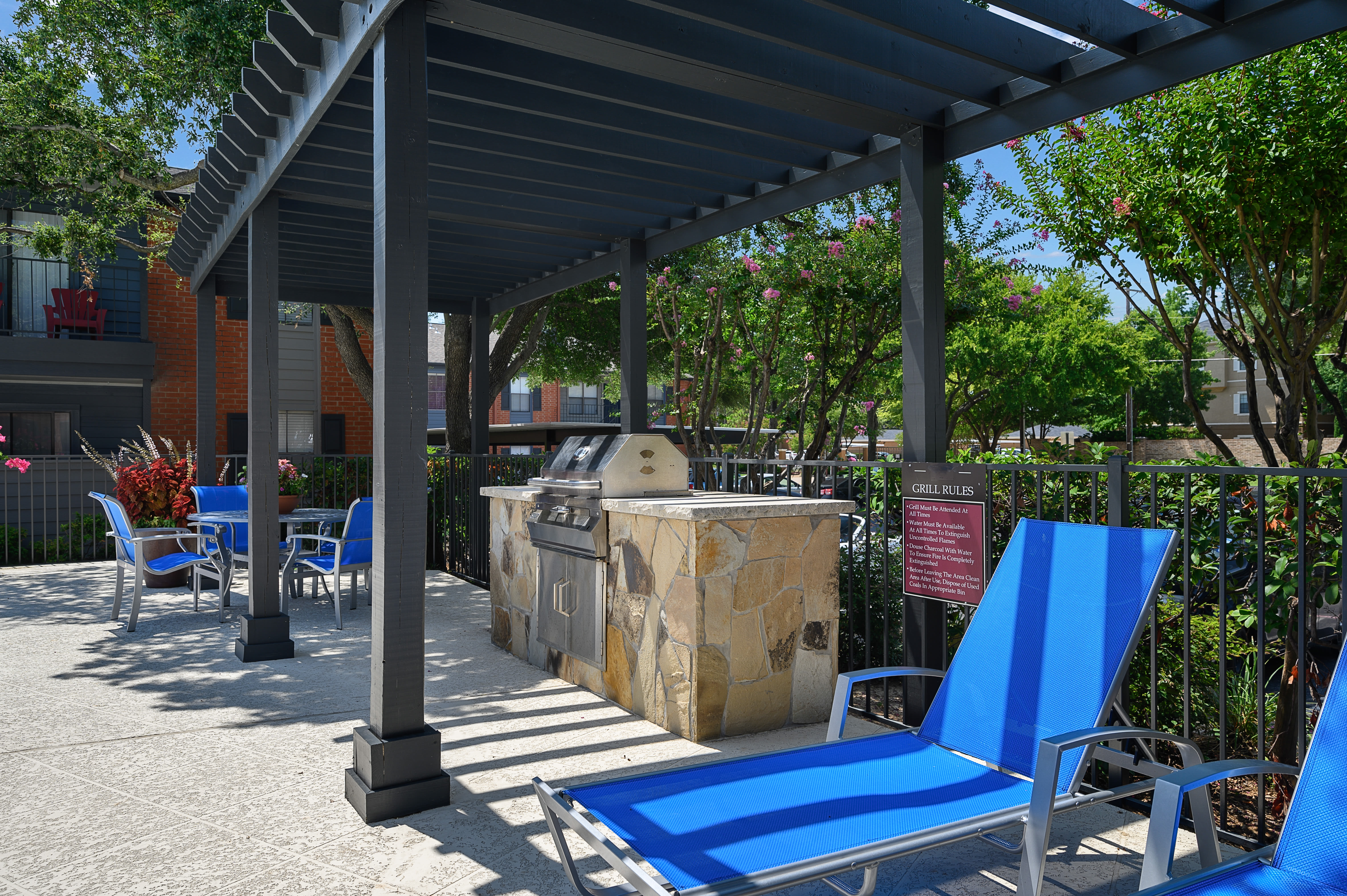 Pool side lounge seating at Windmill Terrace in Bedford, Texas