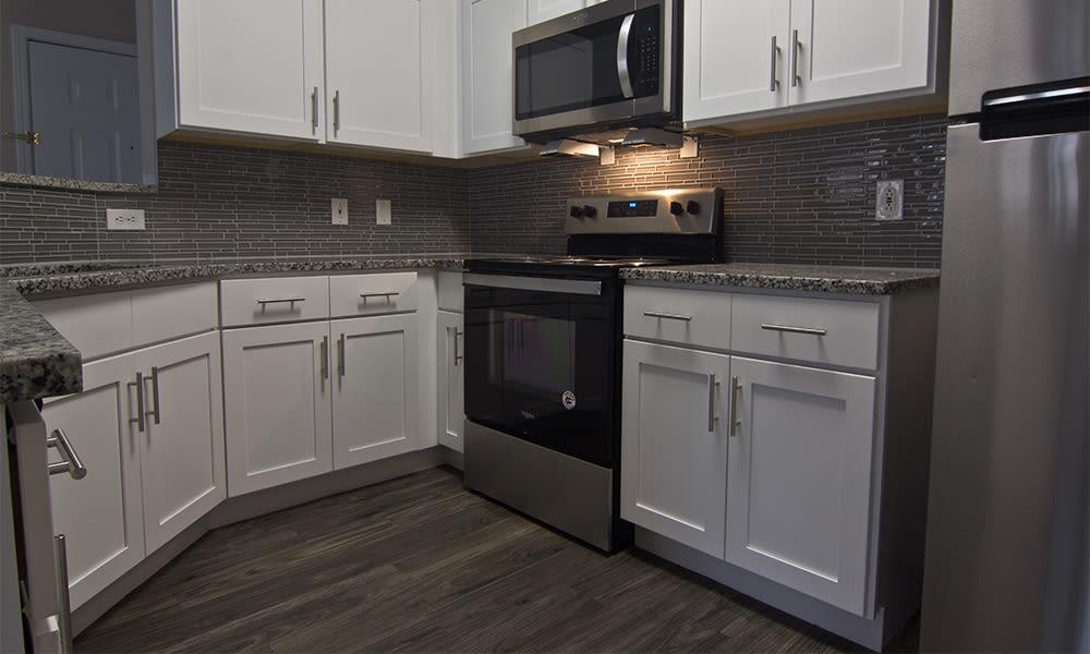 Modern kitchen at Highlands of Montour Run in Coraopolis, Pennsylvania