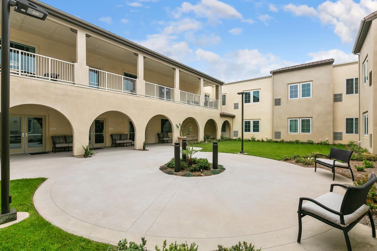 Courtyard at Estancia Senior Living in Fallbrook, California
