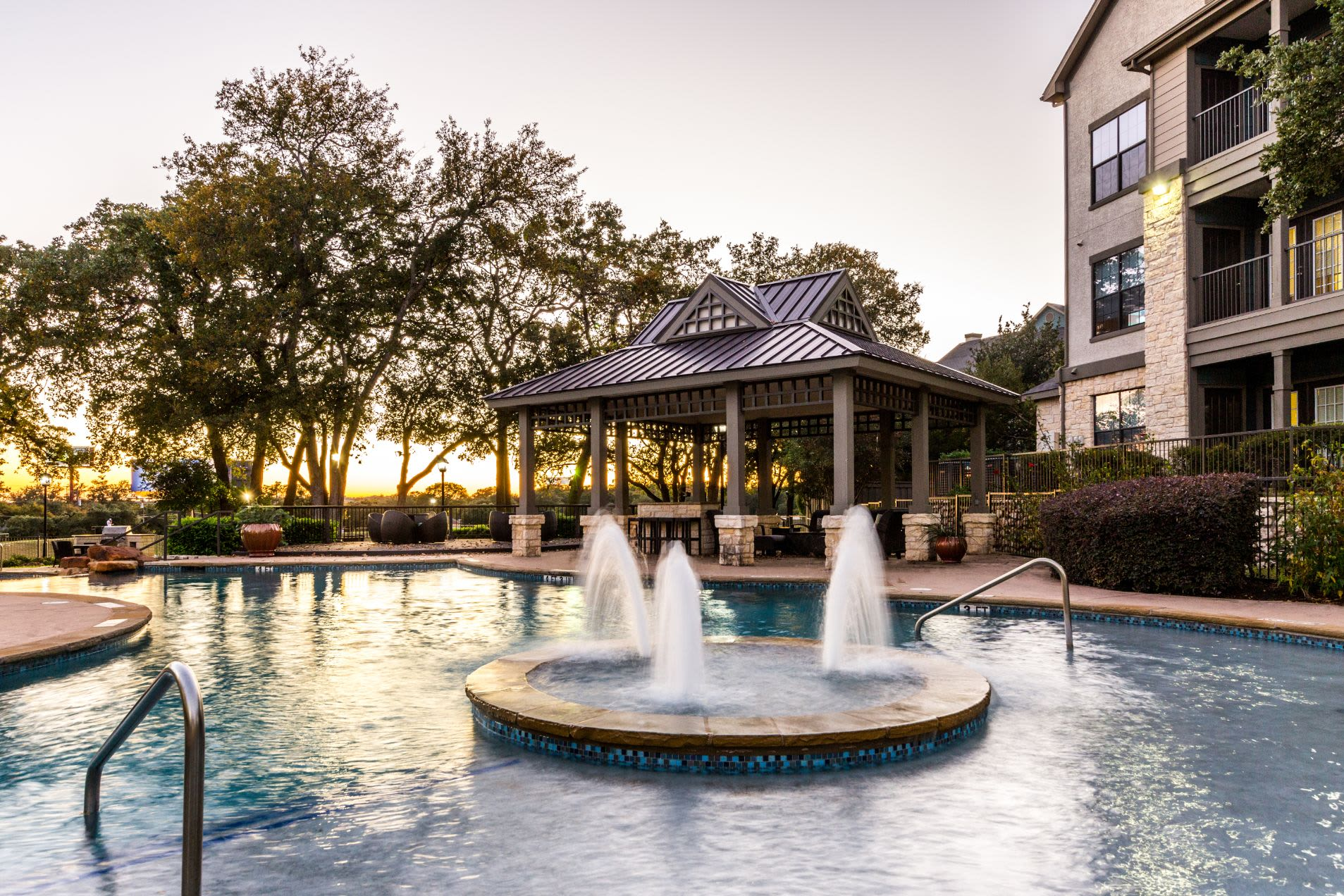 Water fountain in the center of the pool at The Marquis at Brushy Creek in Austin, Texas