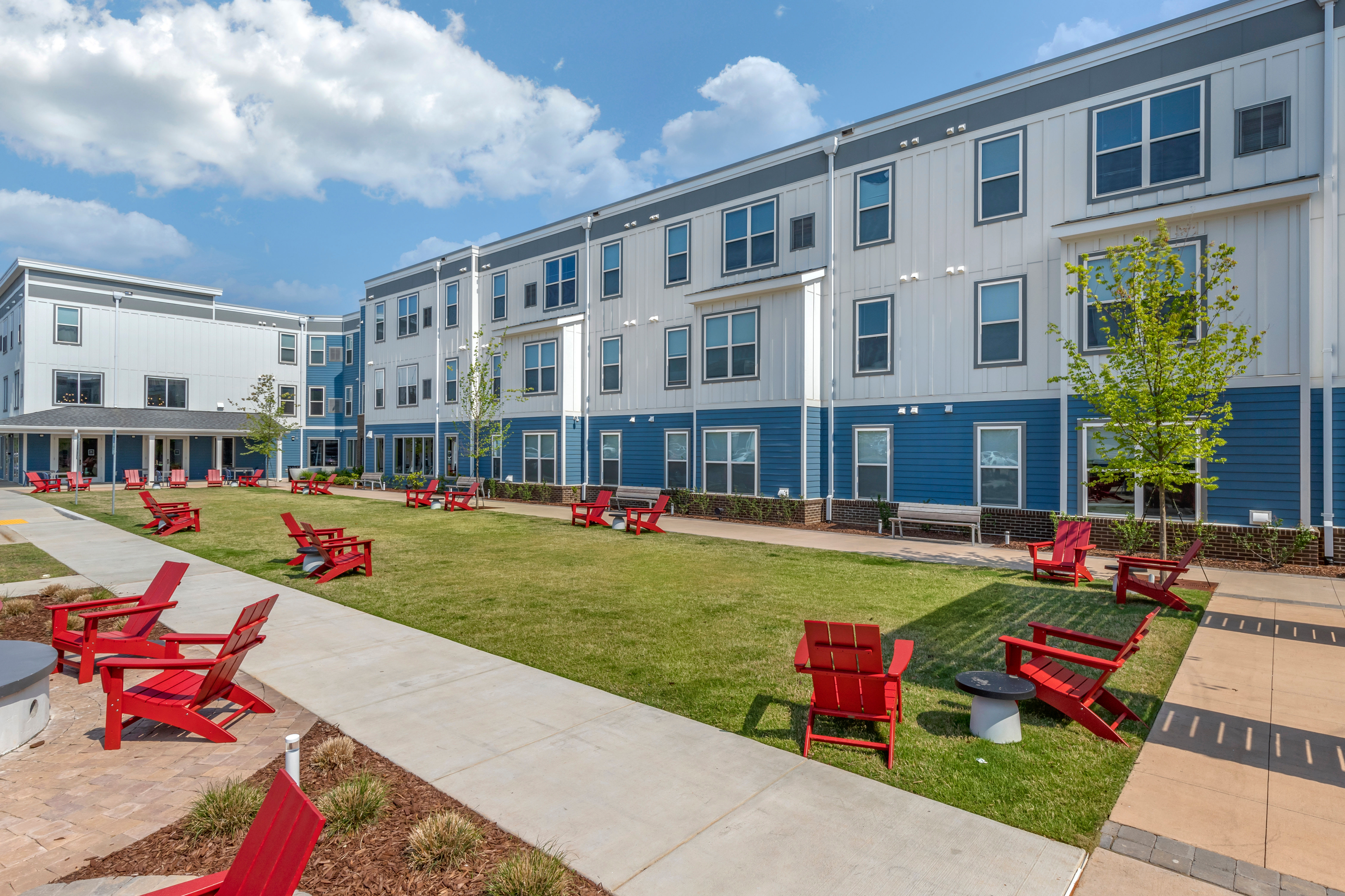 Lush community courtyard at LATITUDE on Hillsborough in Raleigh, North Carolina