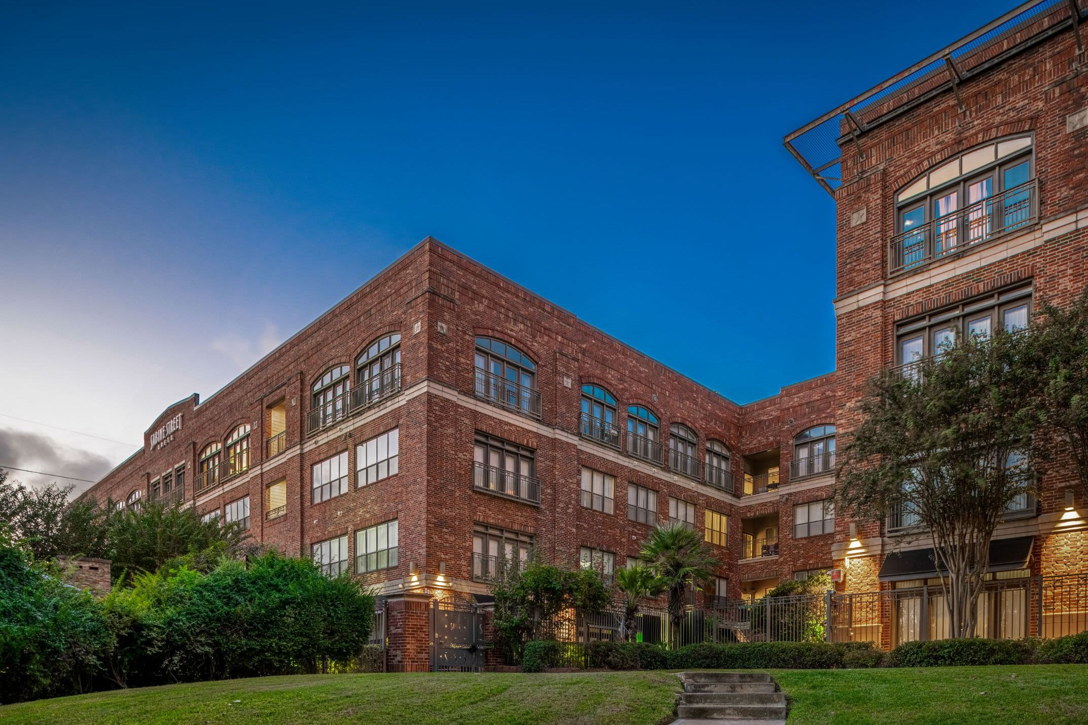 Exterior of Marquis Lofts on Sabine in Houston, Texas