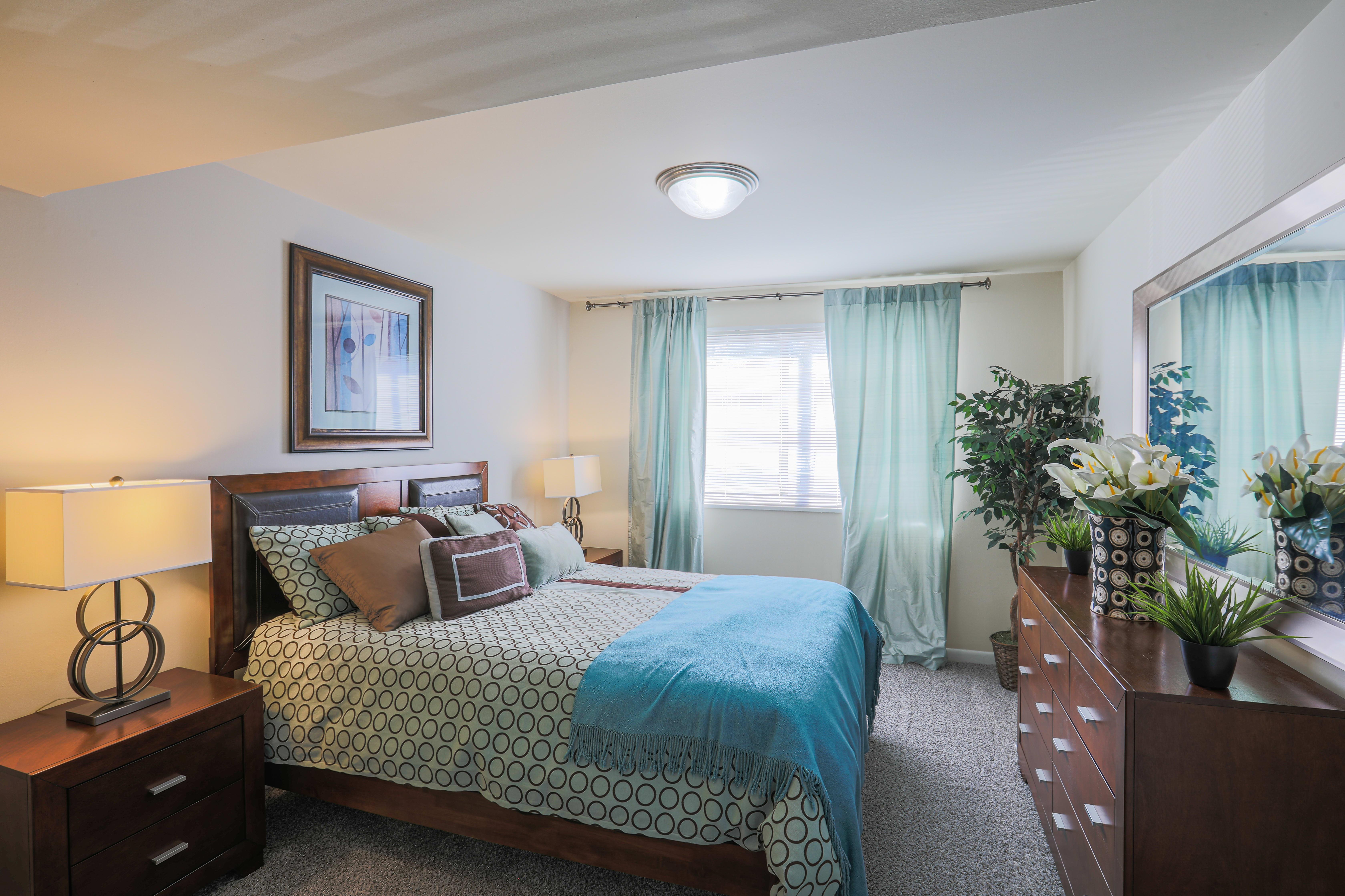 Cozy and spacious bedroom in Regency Pointe