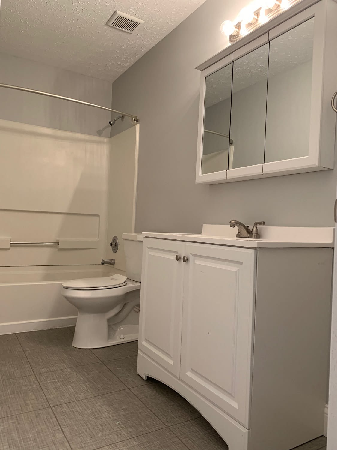 Model bathroom at Brittany Bay Apartments and Townhomes in Groveport, Ohio