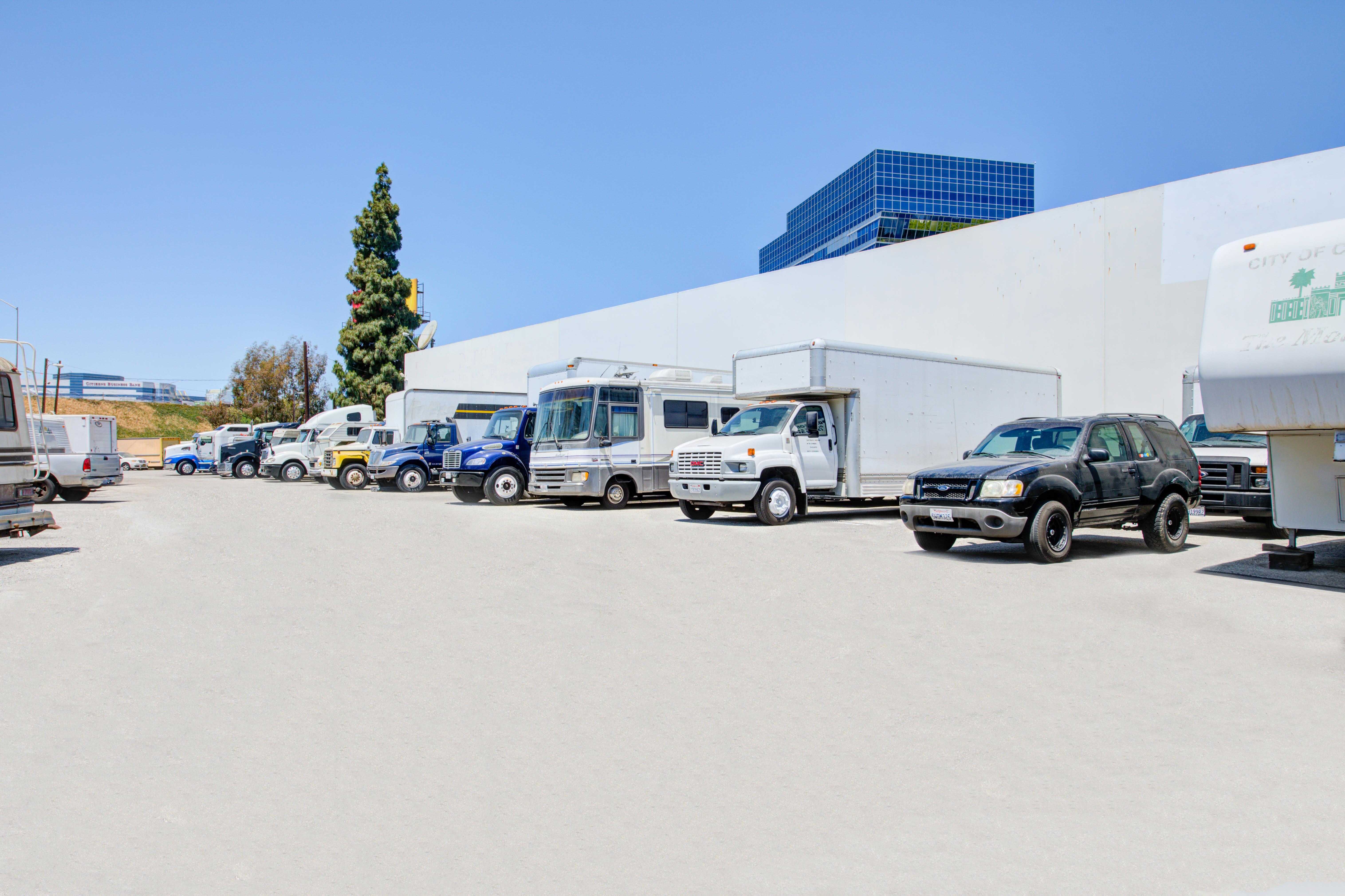 Storage Etc Gardena Parking