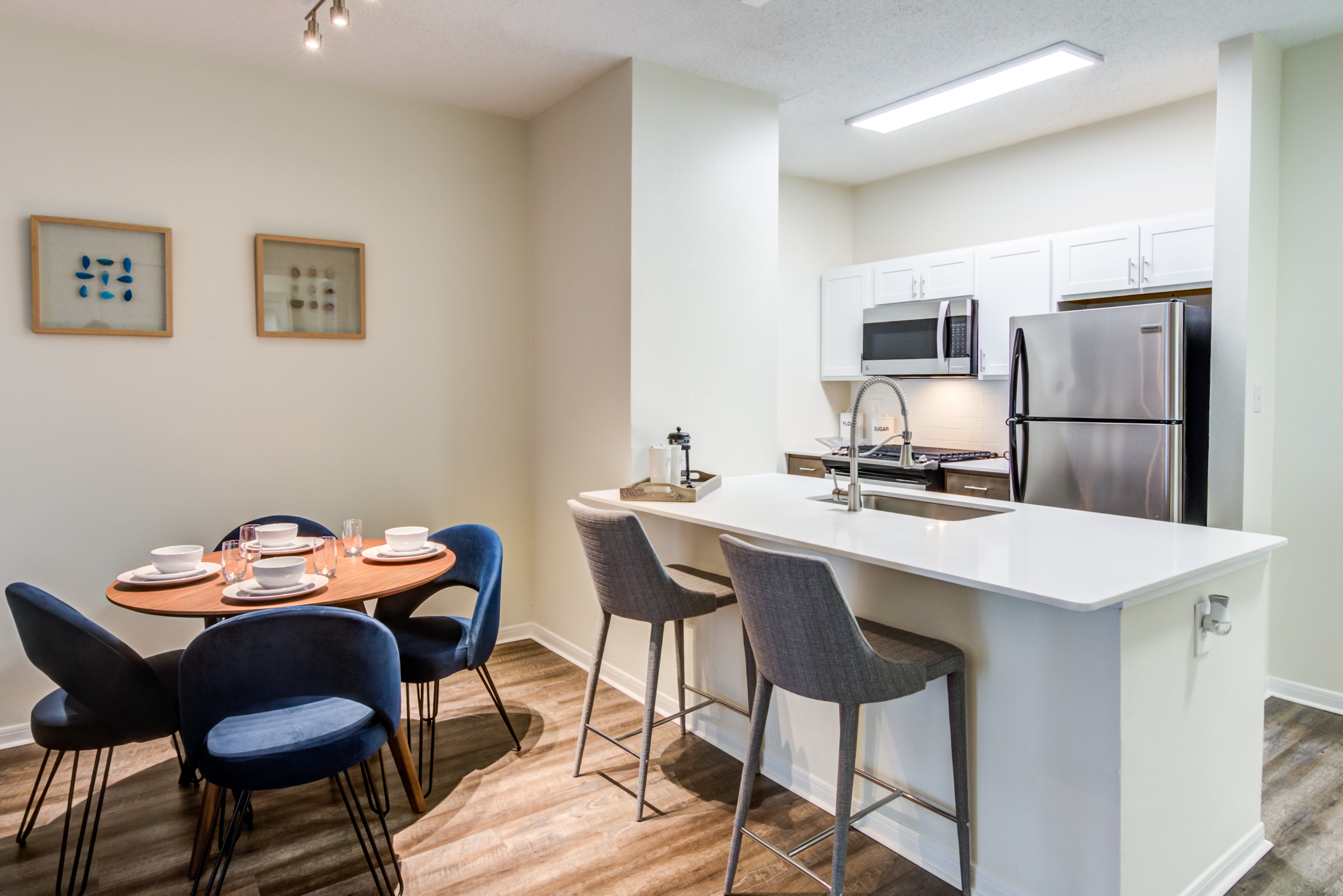 Kitchen and dining area at Sofi Parc Grove in Stamford, Connecticut