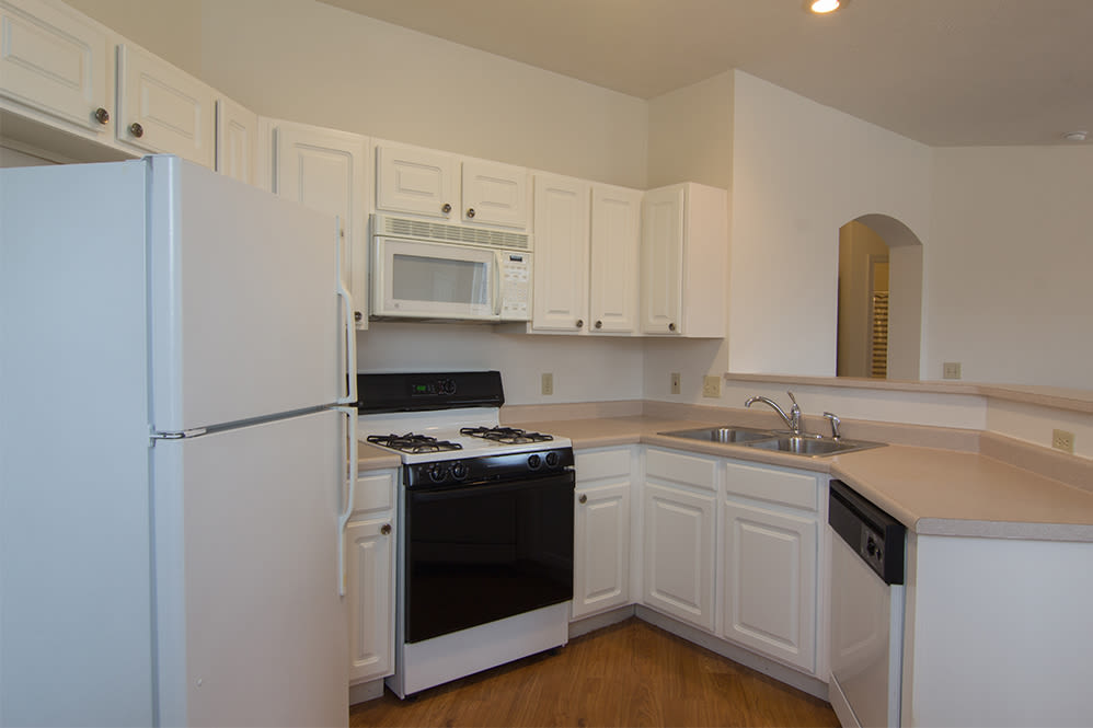 Fully-equipped kitchen at Hills of Aberdeen Apartment Homes in Valparaiso, Indiana