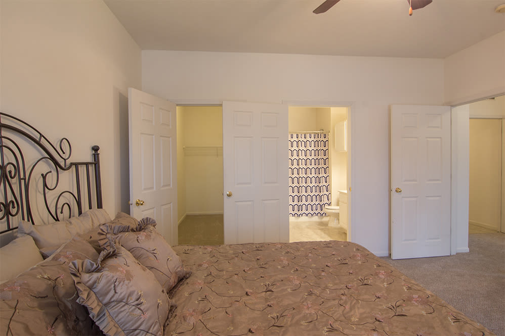 Bedroom at Hills of Aberdeen Apartment Homes in Valparaiso, Indiana
