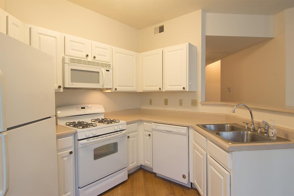 Modern kitchen at Hills of Aberdeen Apartment Homes in Valparaiso, Indiana