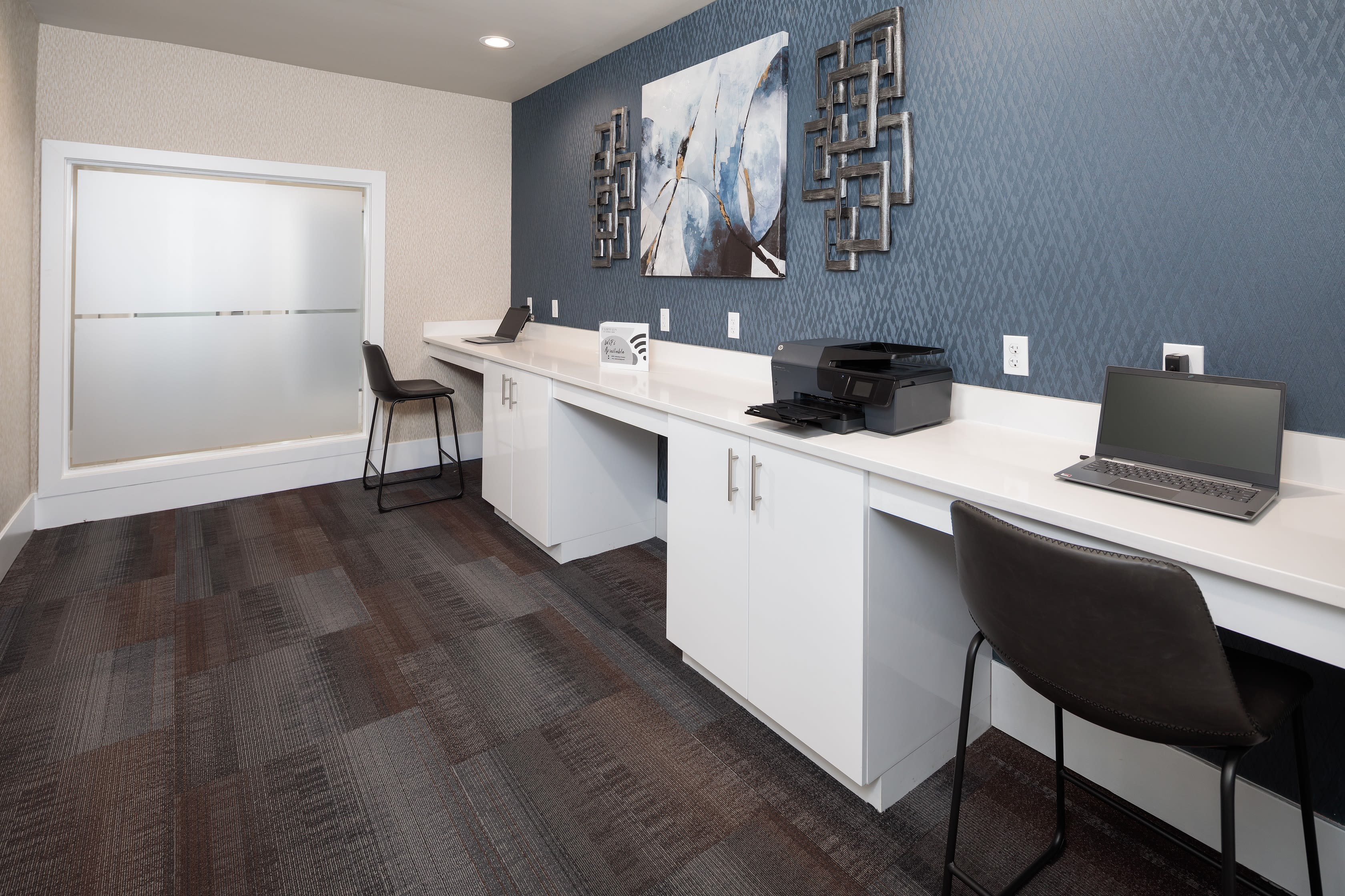 View virtual tour of the business center at Fairways at Feather Sound in Clearwater, Florida
