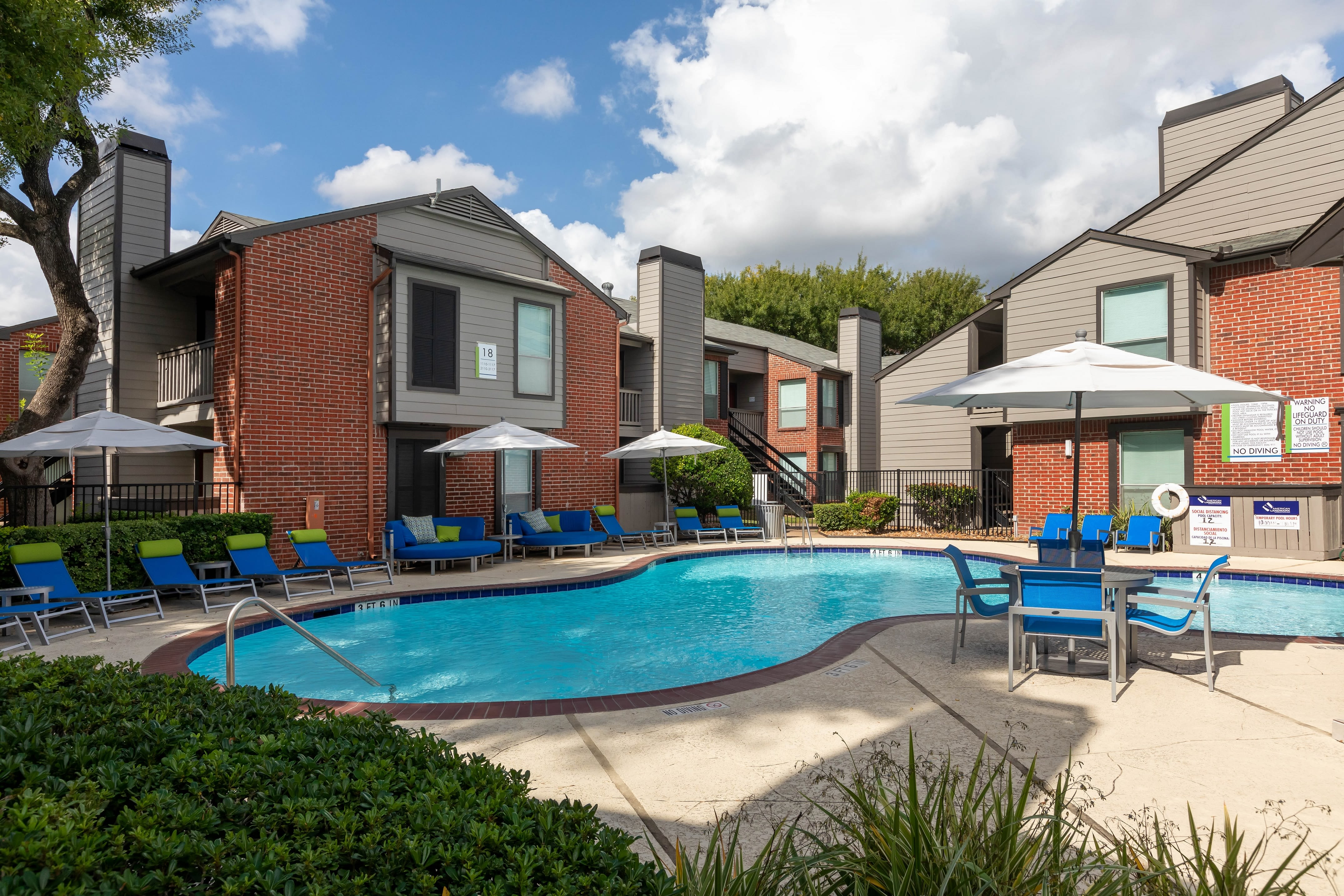 View virtual tour of the pool at Finley West in Houston, Texas