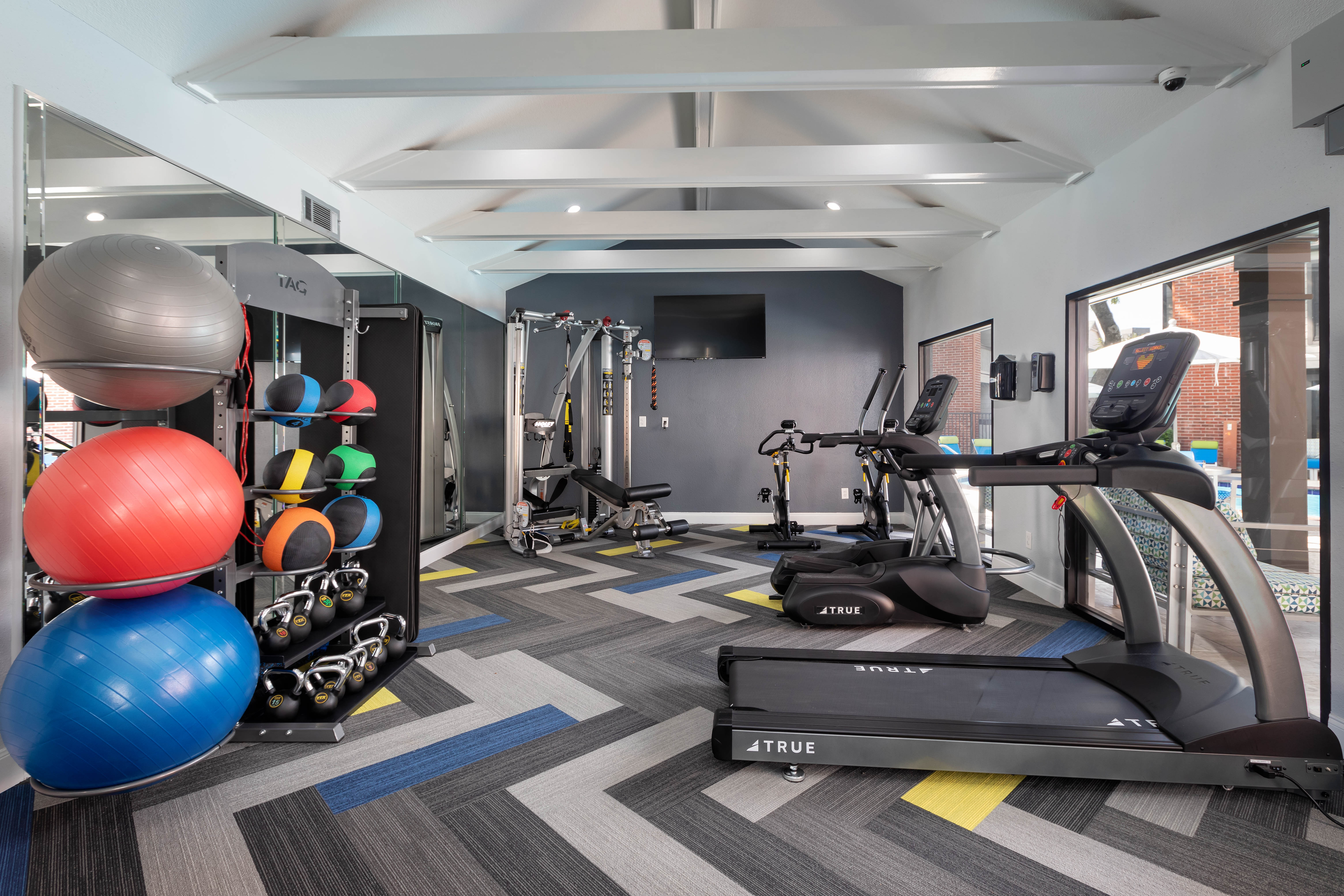 View virtual tour of the fitness center at Finley West in Houston, Texas