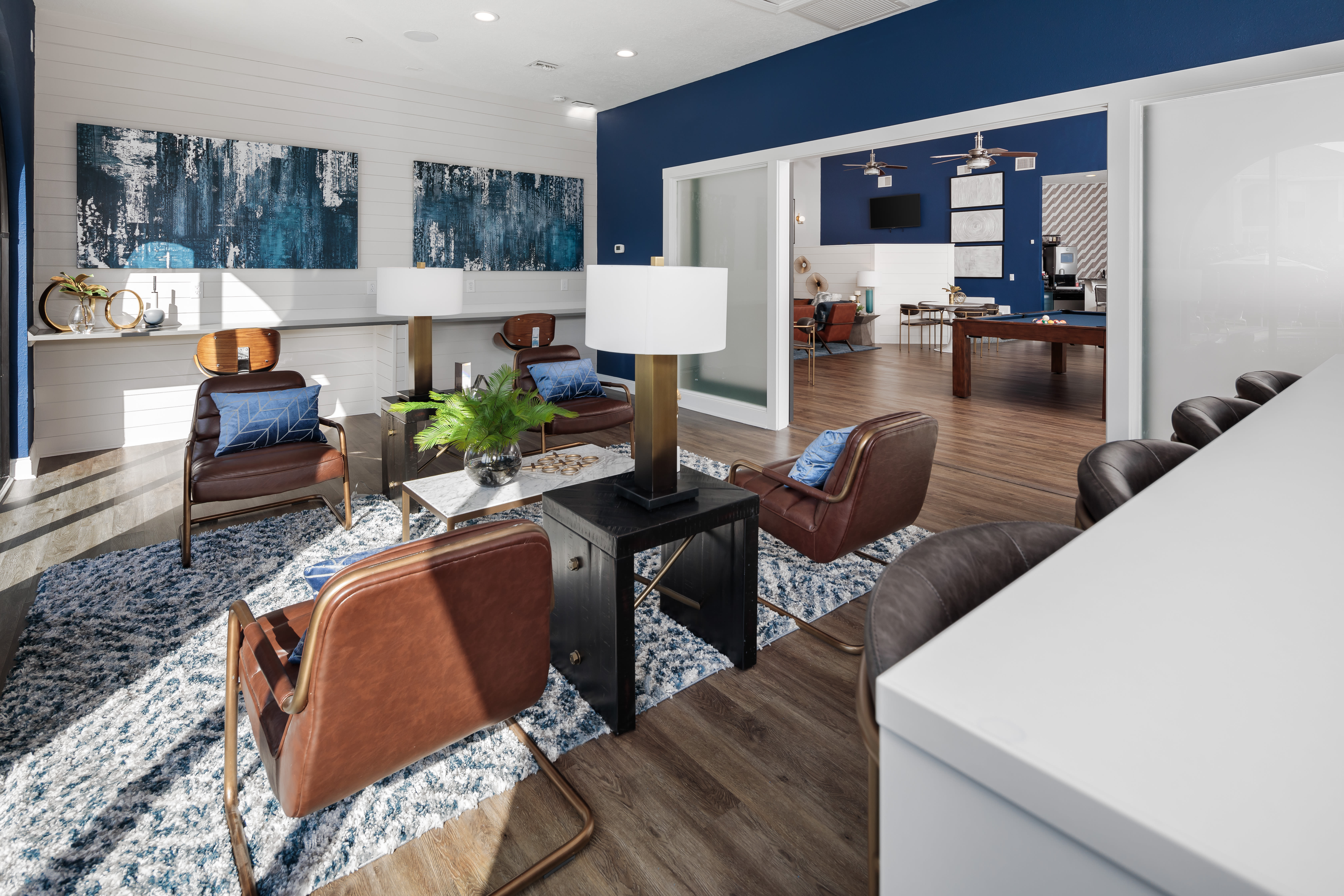 View virtual tour of the lounge at Onyx Winter Park in Casselberry, Florida
