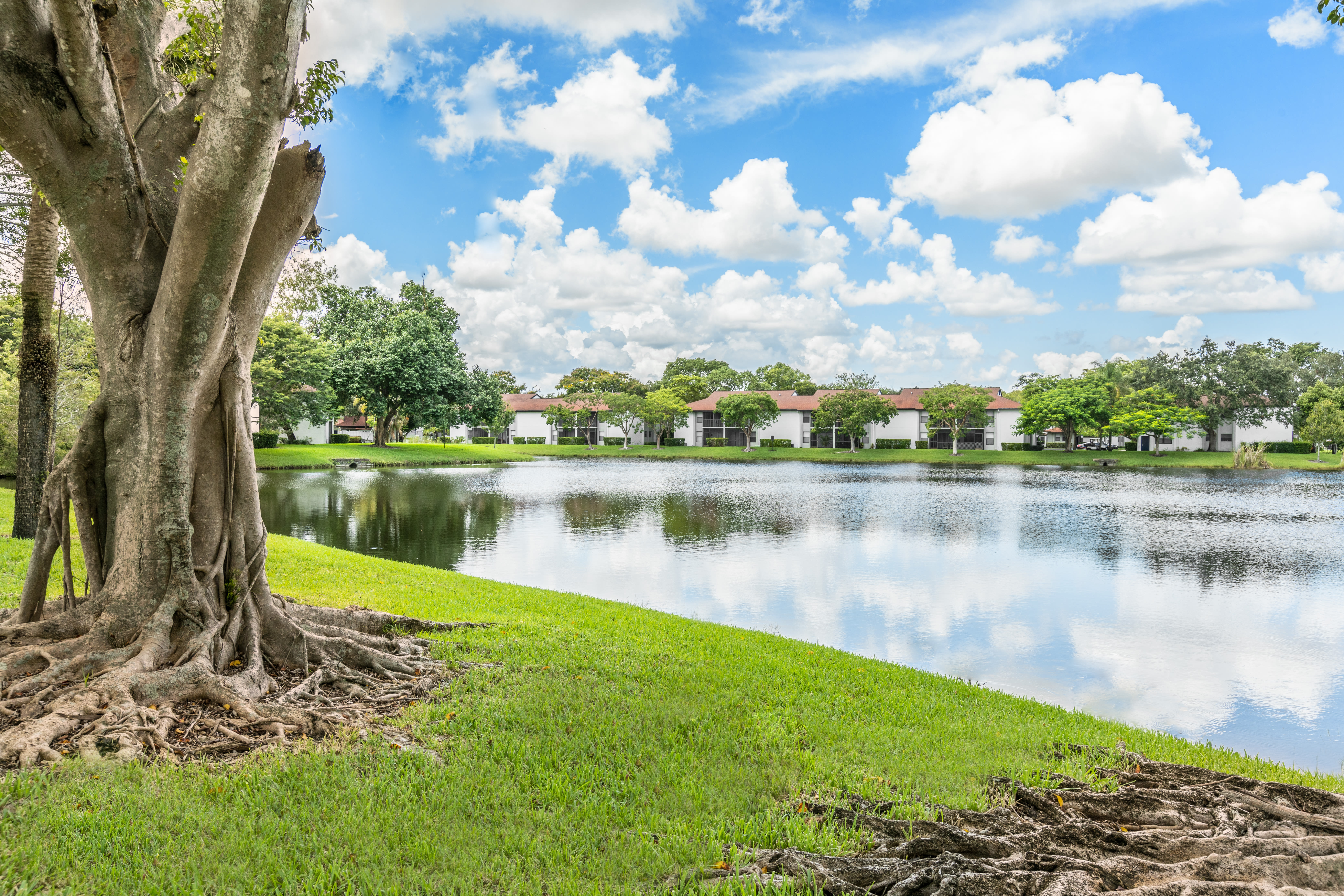View virtual tour the lakefront at Siena Apartments in Plantation, Florida
