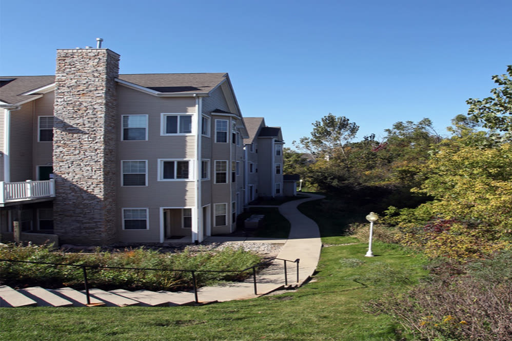 Green lawns at Hills of Aberdeen Apartment Homes in Valparaiso, Indiana